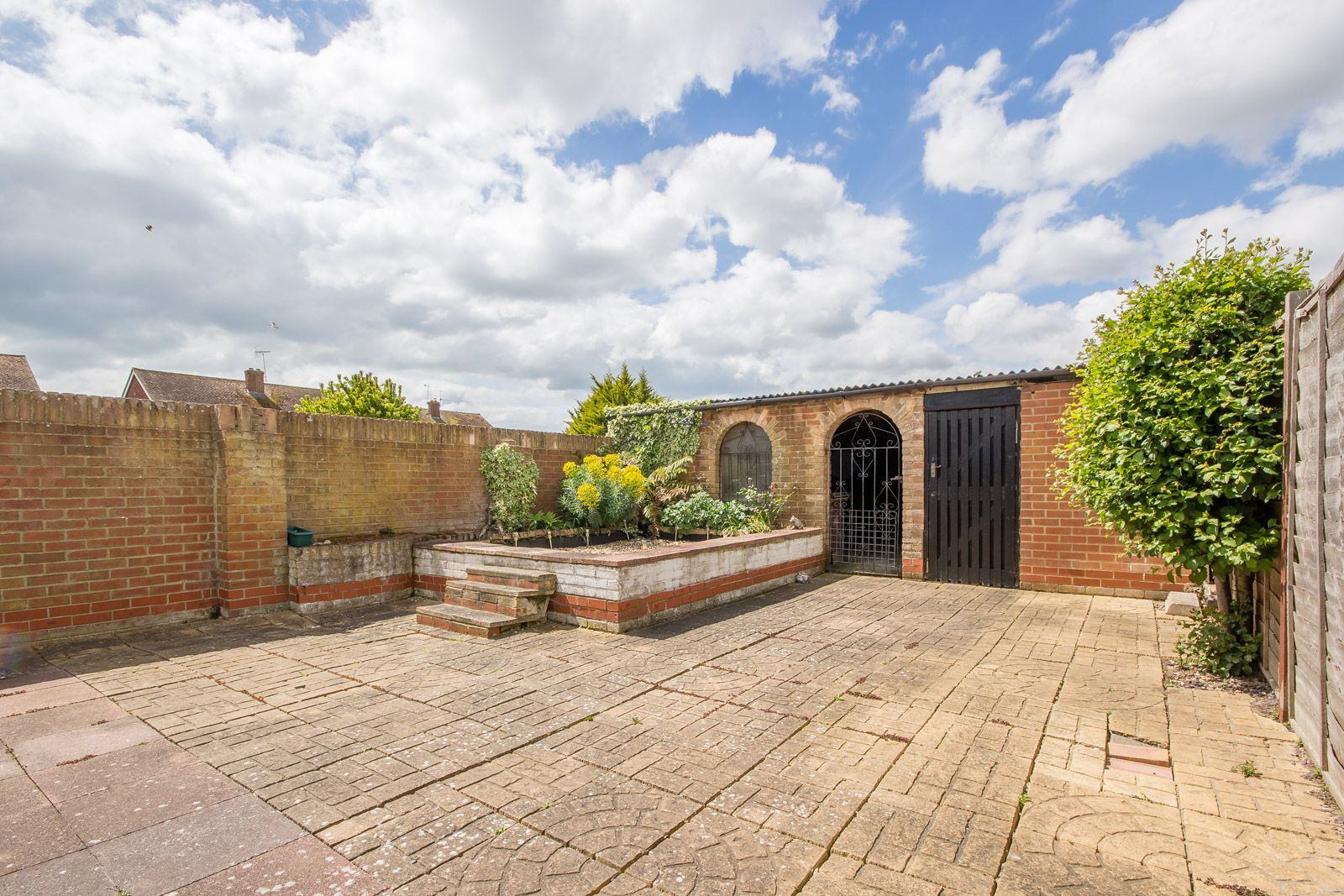 3 bed house to rent in Downs Way 12