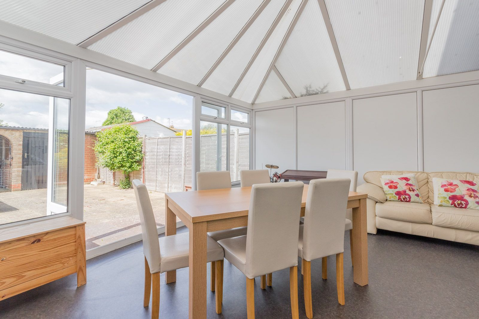 3 bed house to rent in Downs Way 13