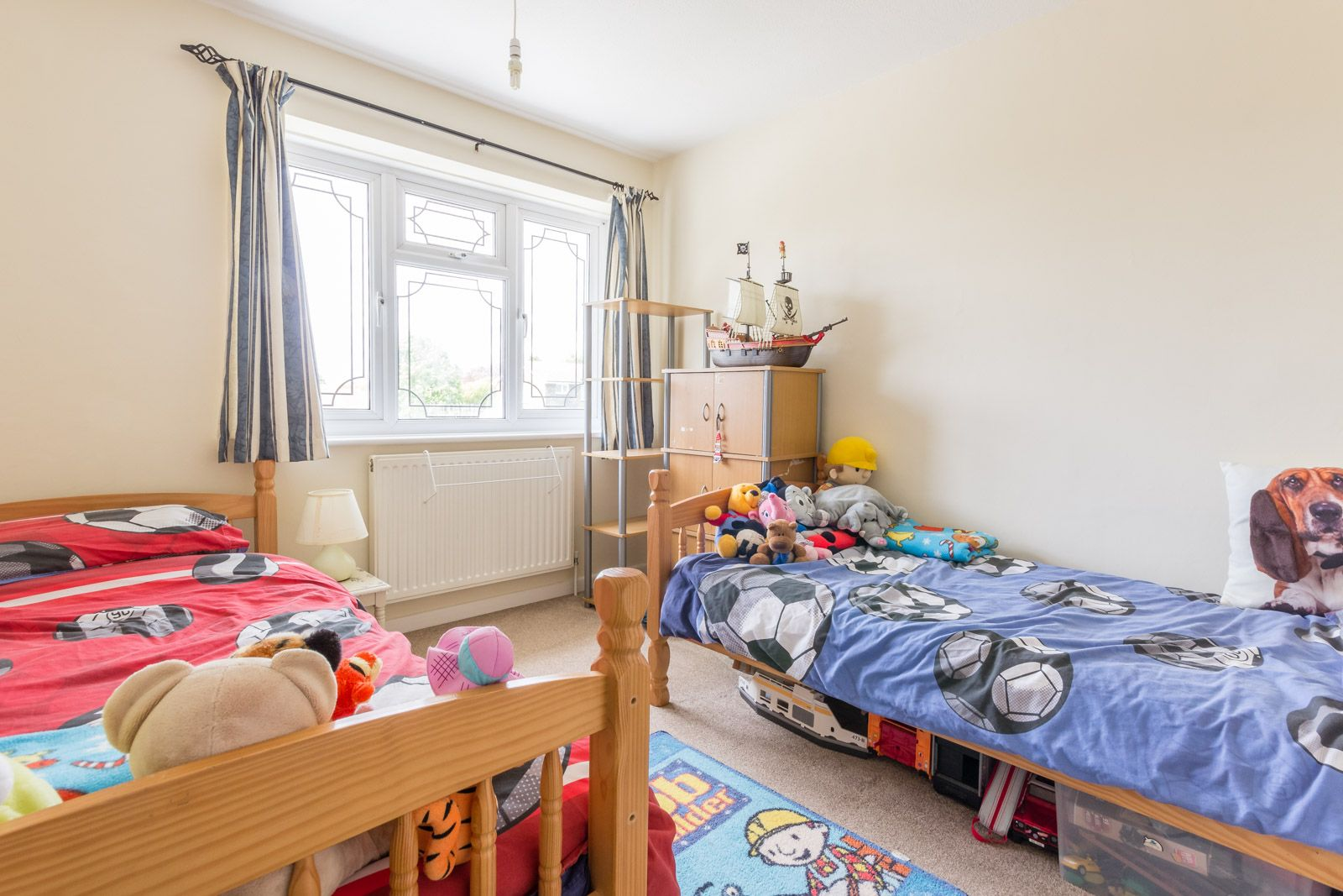 3 bed house to rent in Downs Way 7