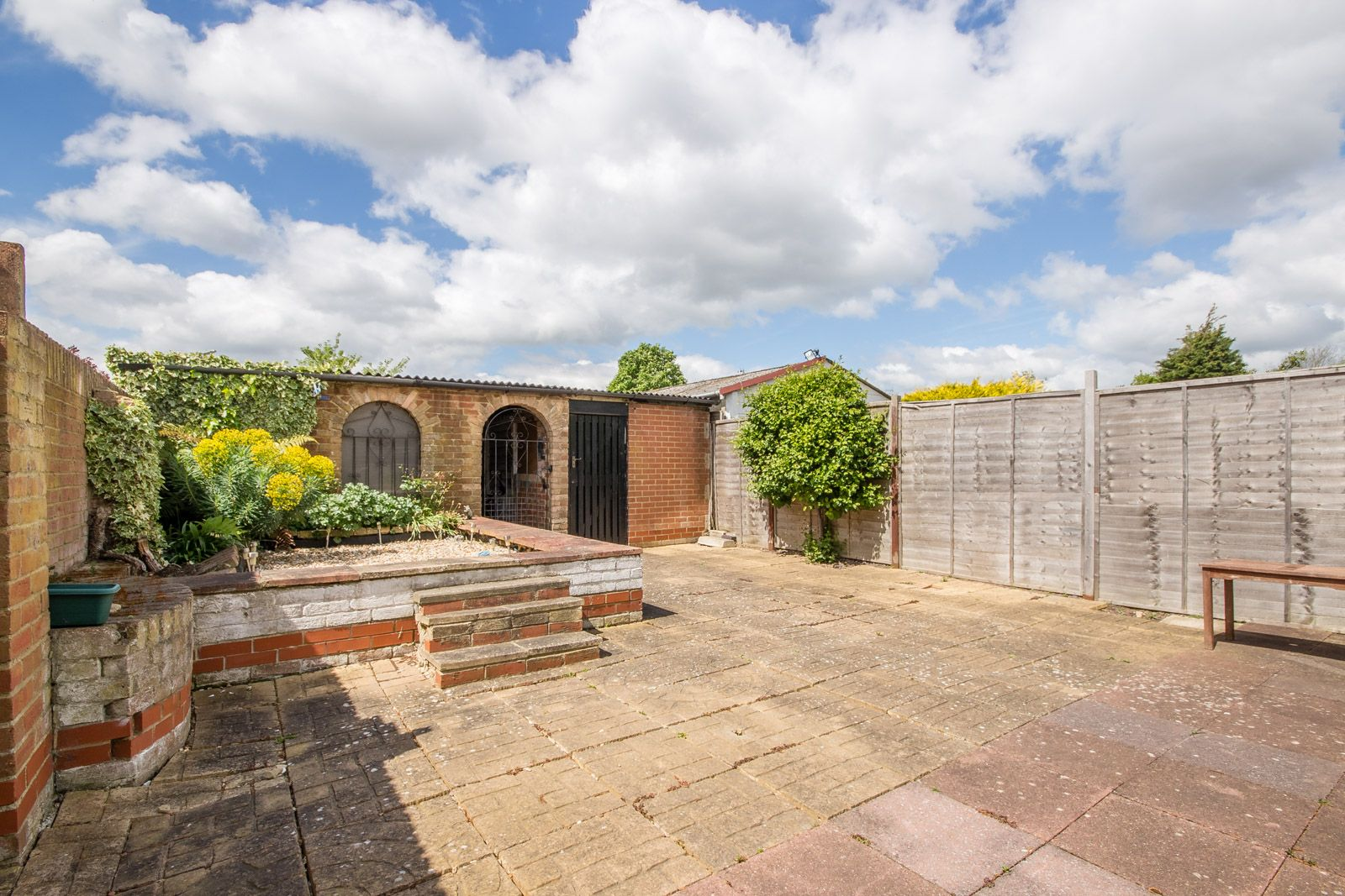 3 bed house to rent in Downs Way 9