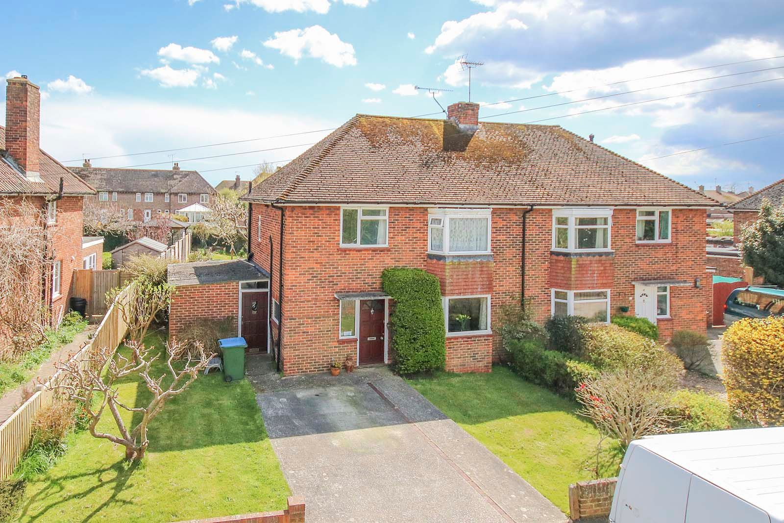 3 bed house for sale in Roundstone Crescent 1