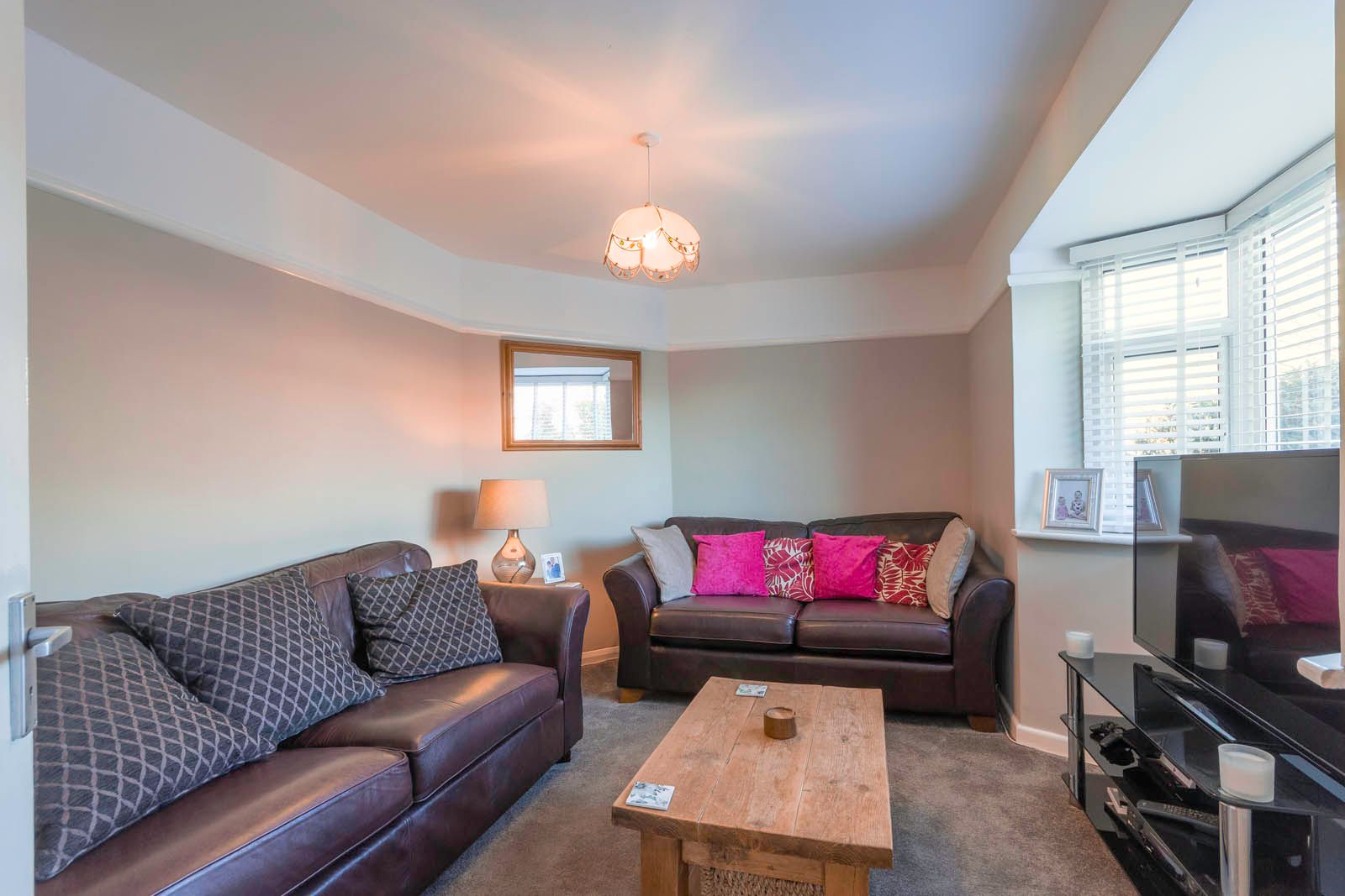 3 bed house for sale in Roundstone Crescent  - Property Image 2