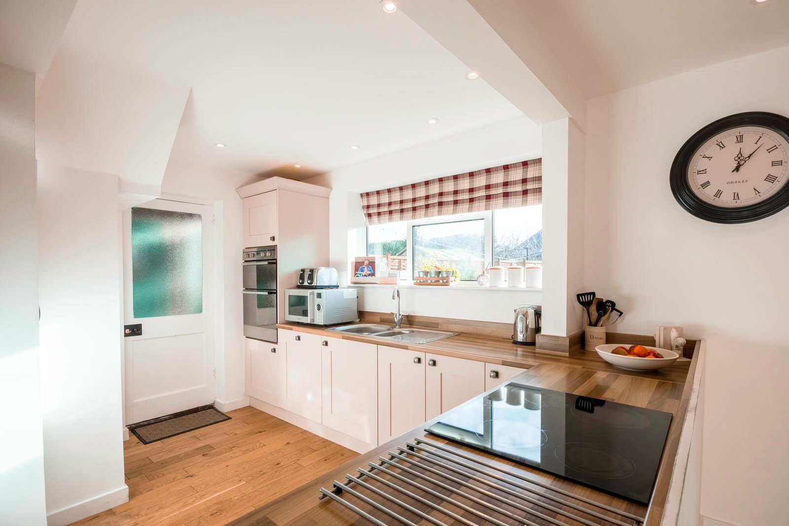 3 bed house for sale in Roundstone Crescent  - Property Image 5