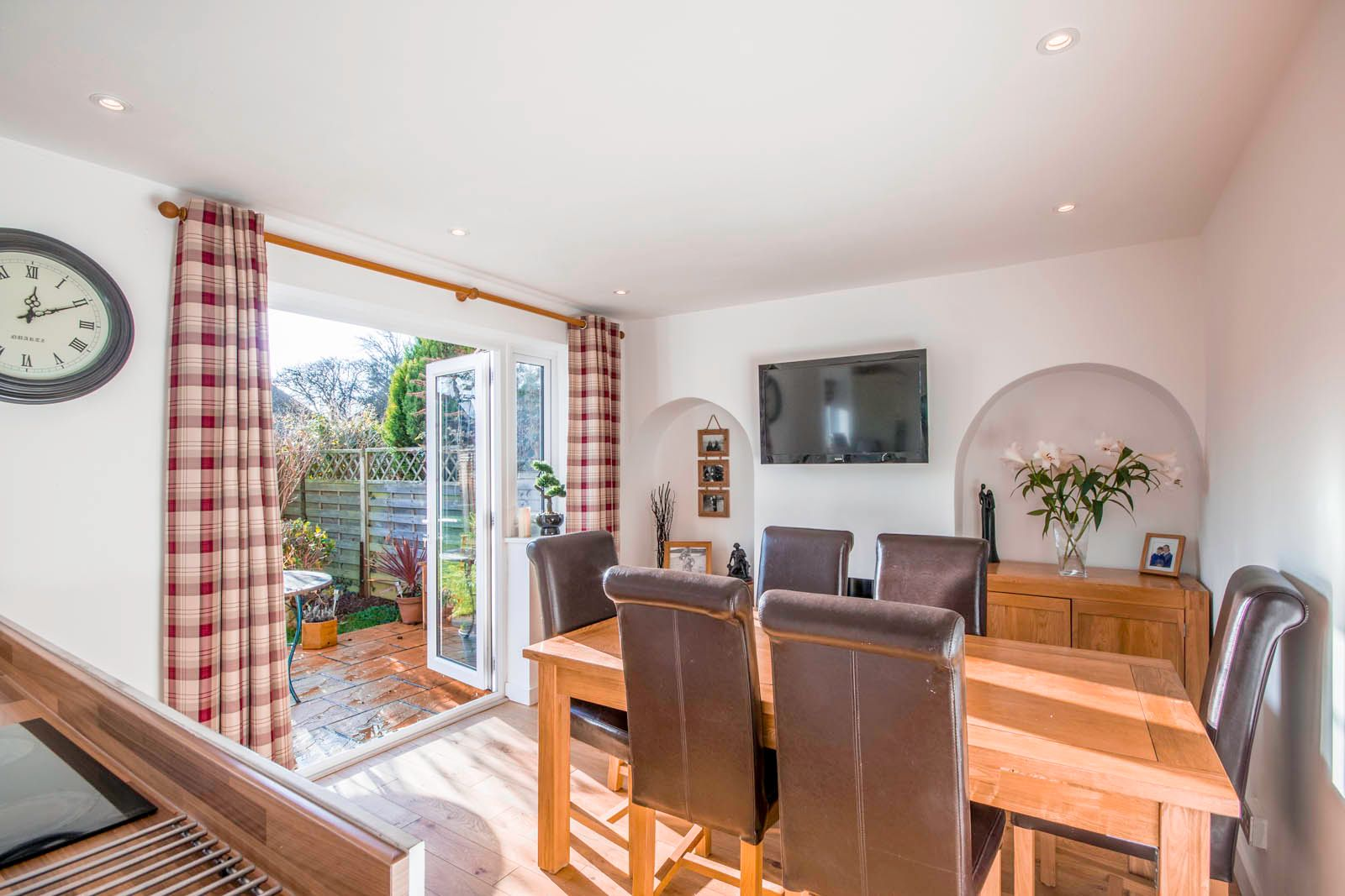 3 bed house for sale in Roundstone Crescent 6