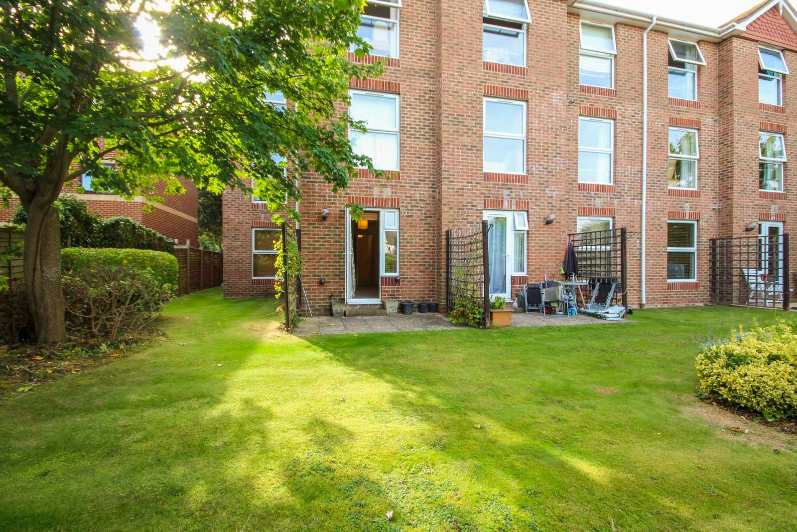 2 bed  to rent in 24 St. Botolphs Road 3