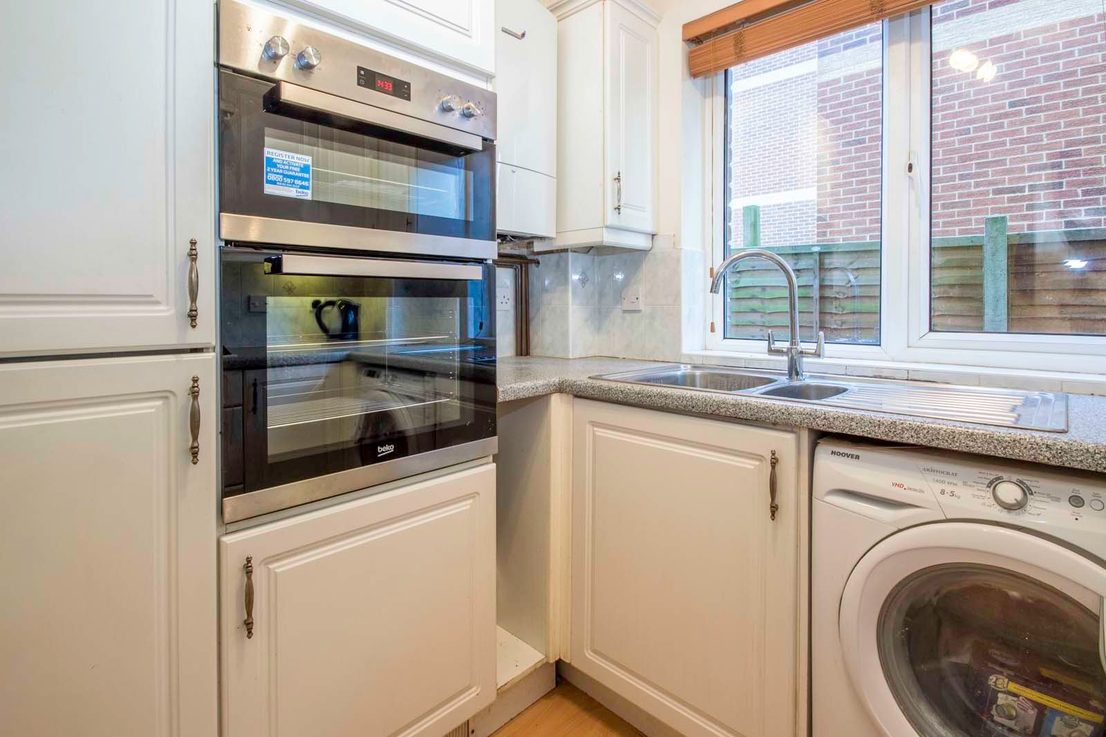2 bed  to rent in 24 St. Botolphs Road 4
