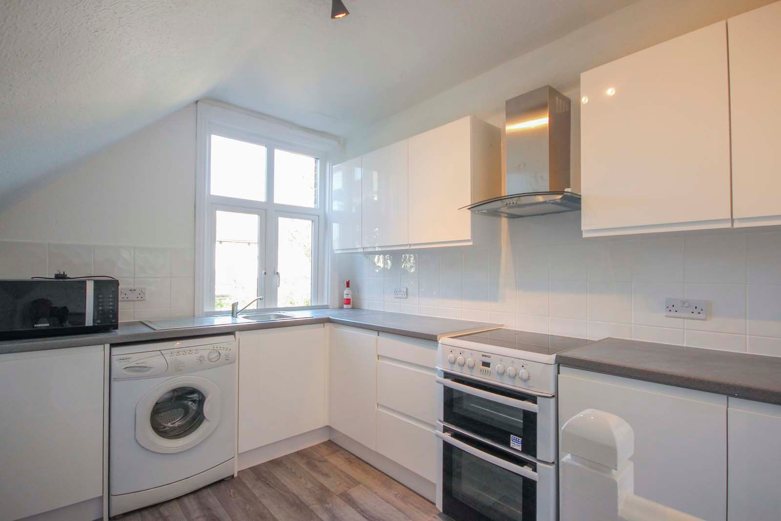 1 bed Apartment to rent in Littlehampton - Kitchen (Property Image 1)