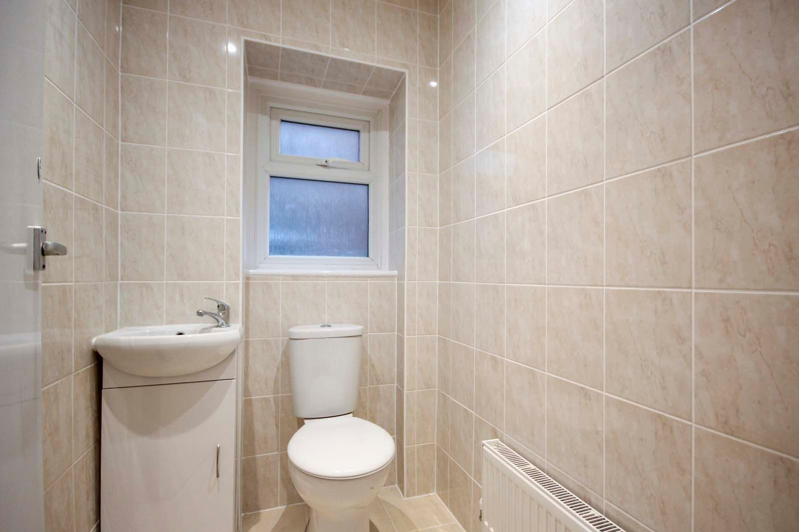 1 bed Apartment to rent in Littlehampton - Cloakroom (Property Image 3)