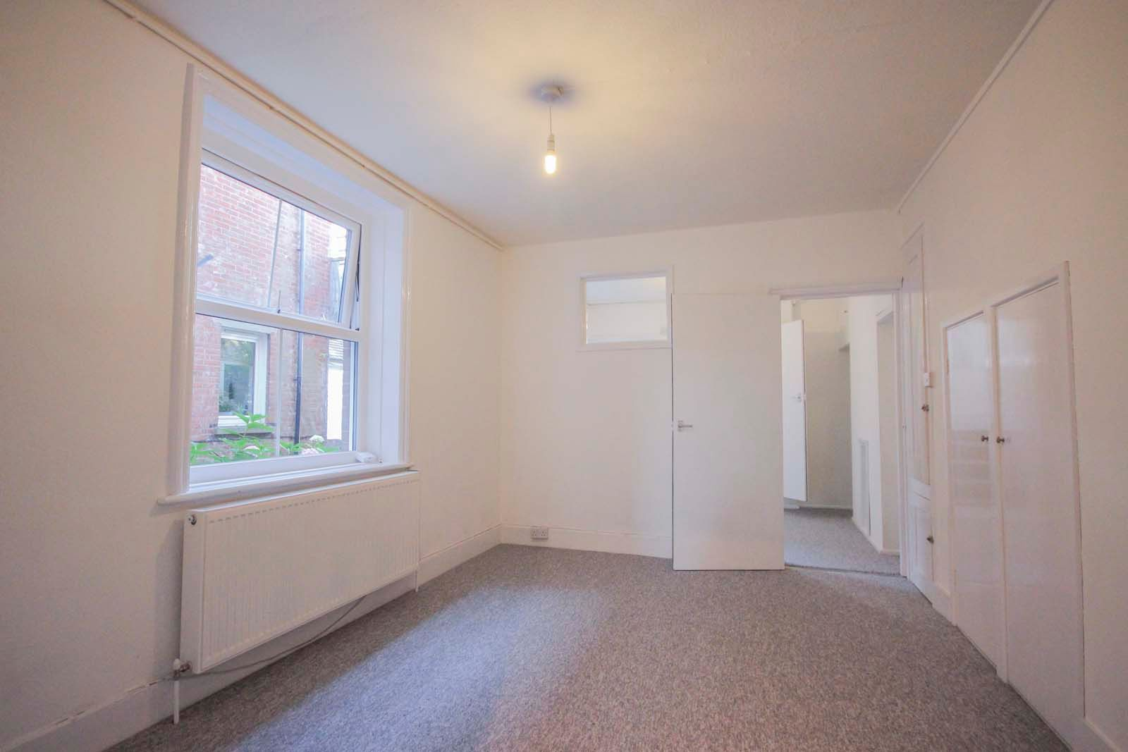 1 bed Apartment to rent in Littlehampton - Living room (Property Image 4)