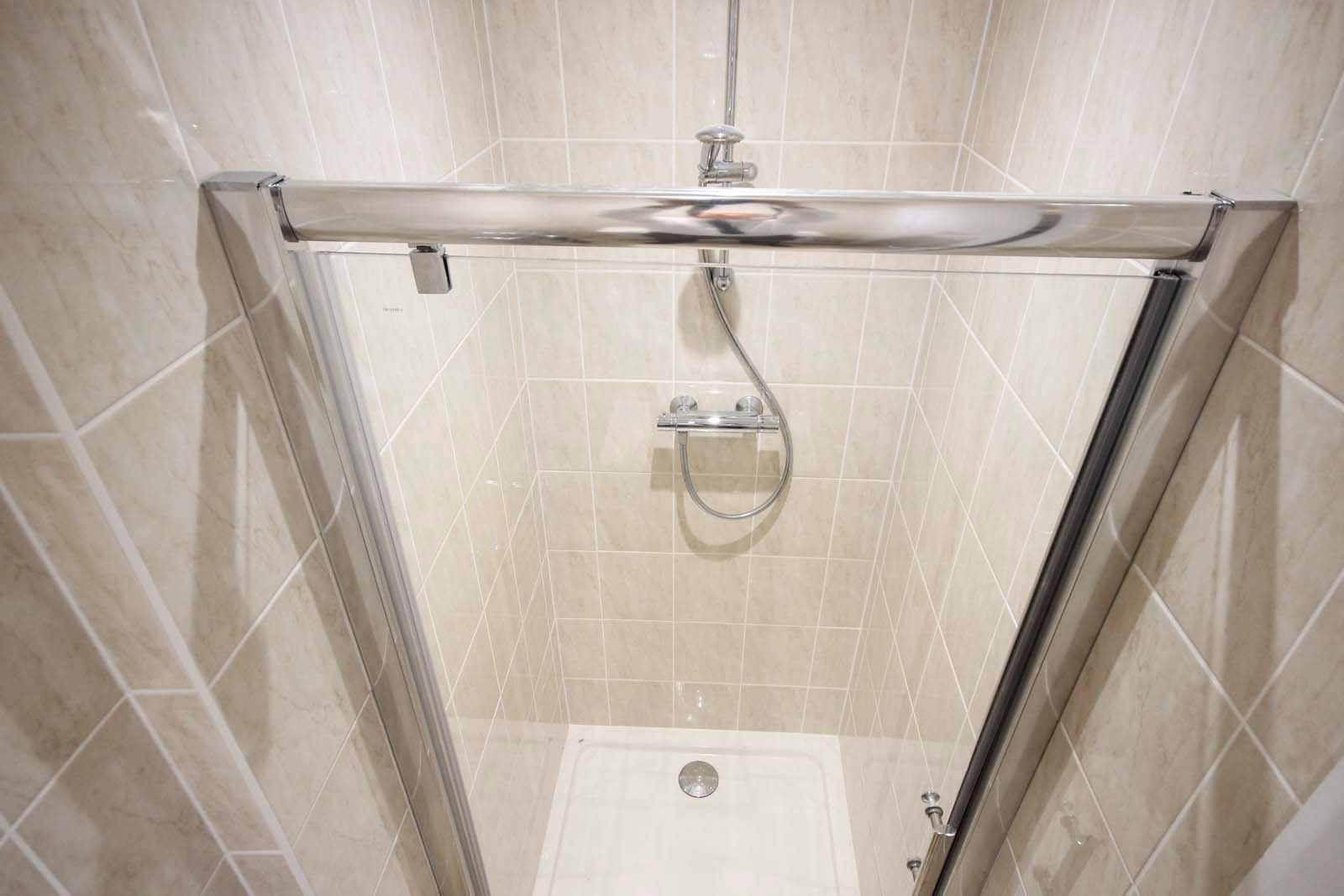 1 bed Apartment to rent in Littlehampton - Shower (Property Image 5)