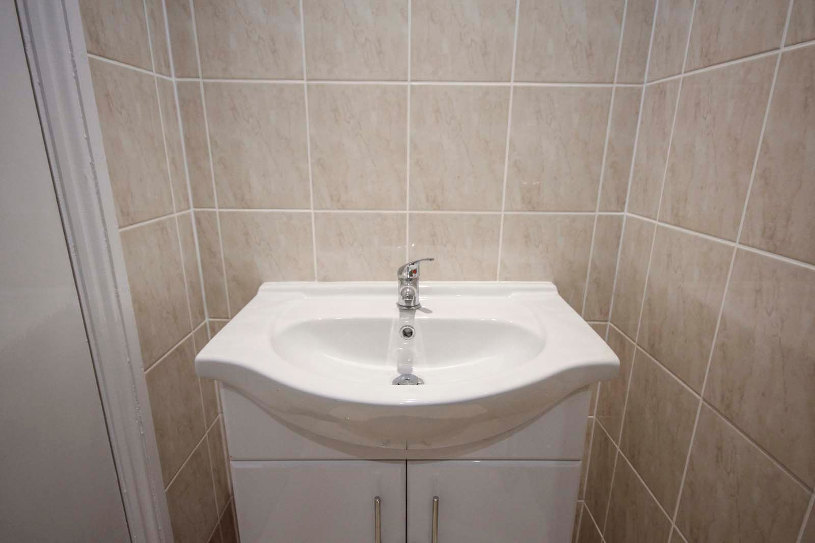 1 bed Apartment to rent in Littlehampton - Shower room (Property Image 7)