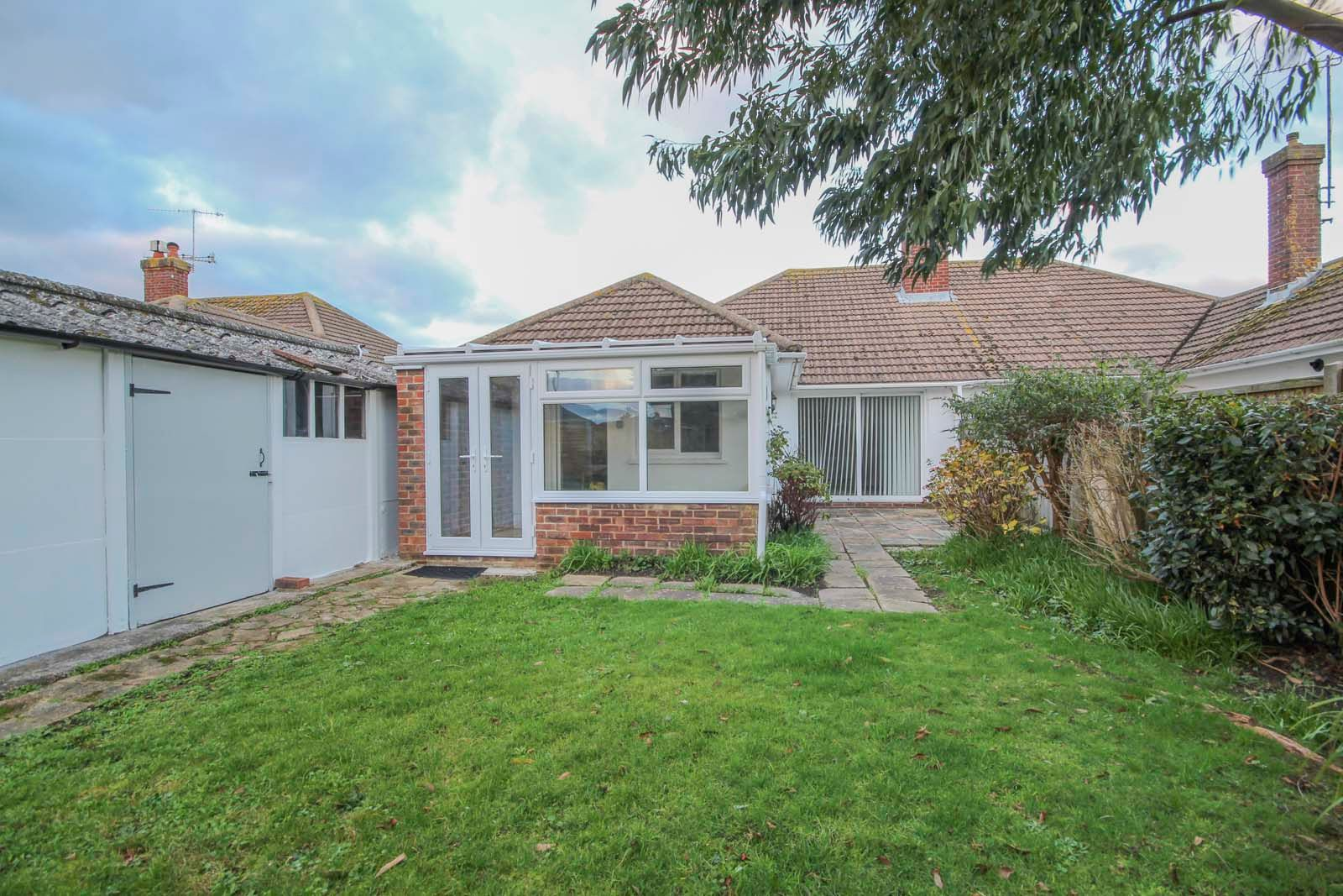 3 bed bungalow for sale in Hillview Crescent COMP MAY 2019  - Property Image 3