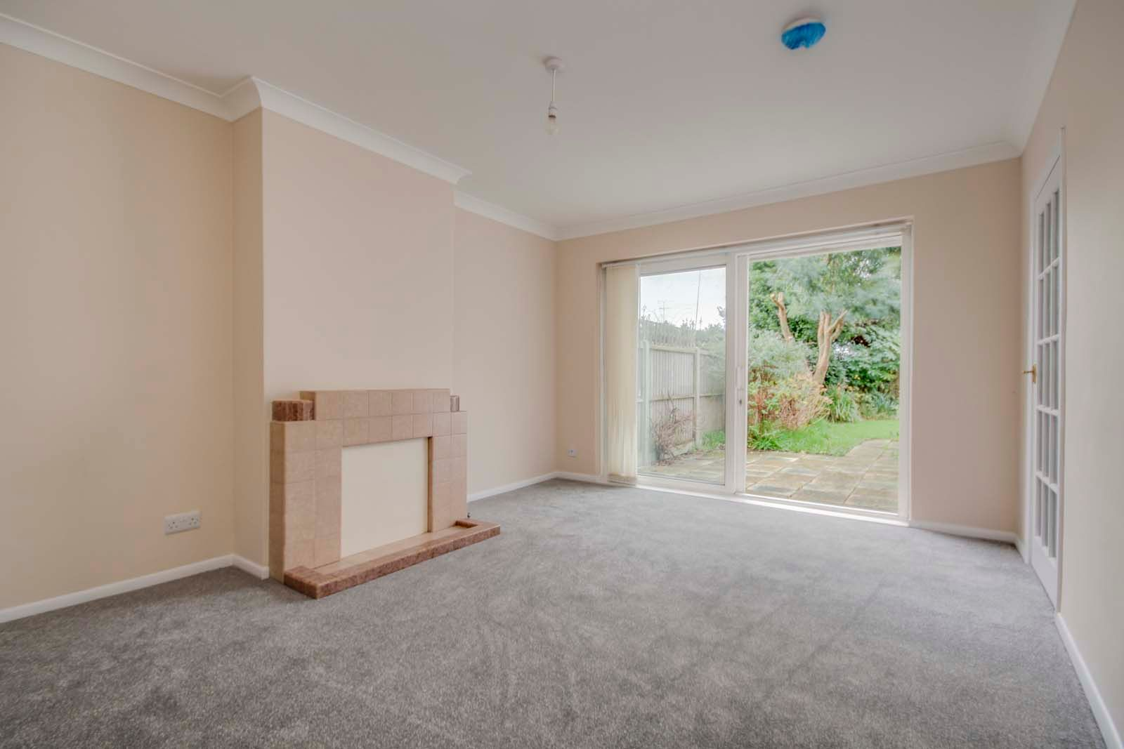 3 bed bungalow for sale in Hillview Crescent COMP MAY 2019  - Property Image 5