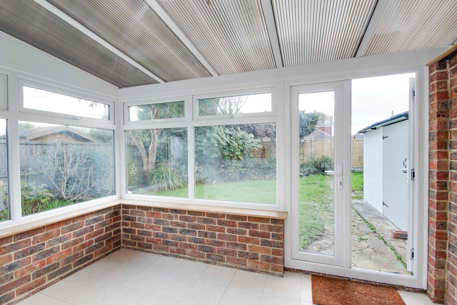 3 bed bungalow for sale in Hillview Crescent COMP MAY 2019  - Property Image 6