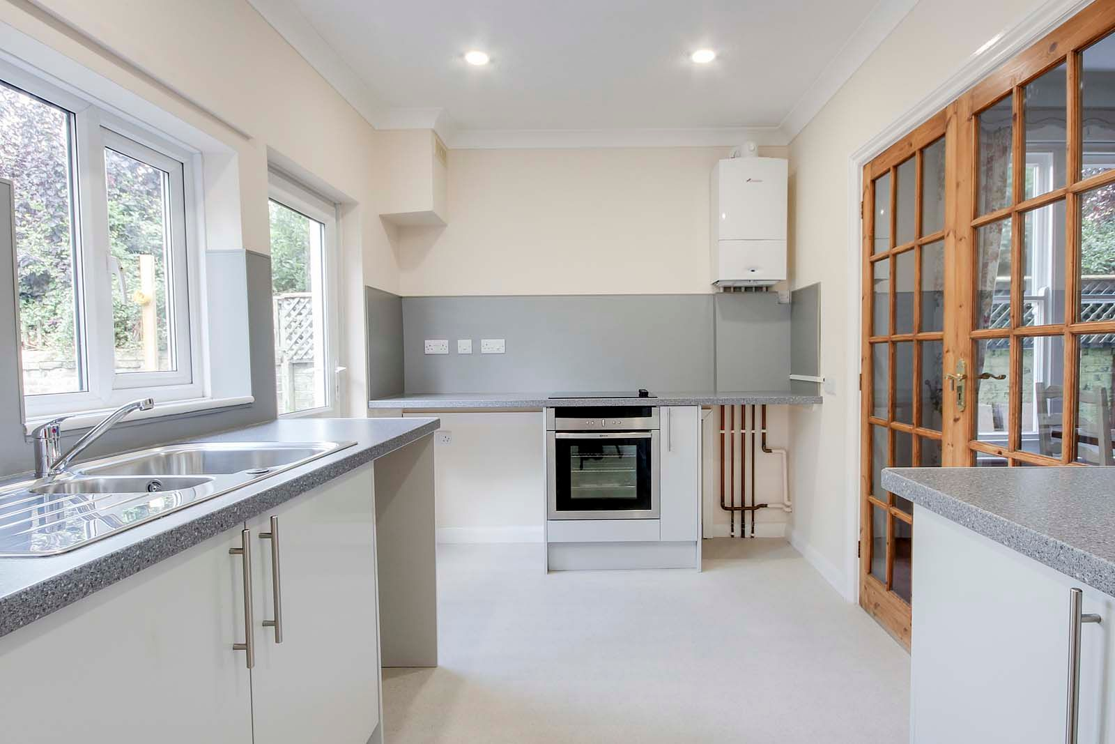 2 bed Apartment to rent in Worthing - Kitchen (Property Image 1)