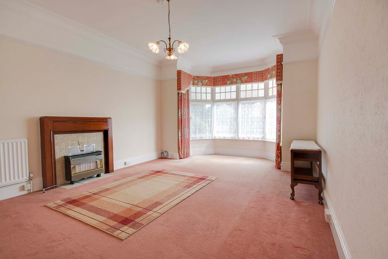 2 bed Apartment to rent in Worthing - Lounge (Property Image 2)