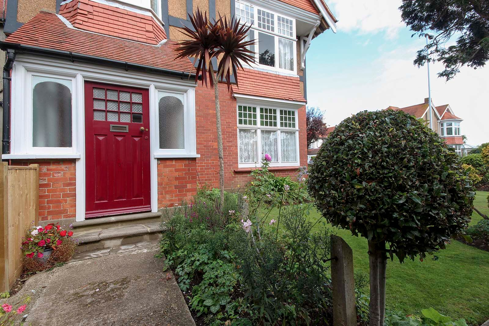 2 bed Apartment to rent in Worthing - Front door (Property Image 6)