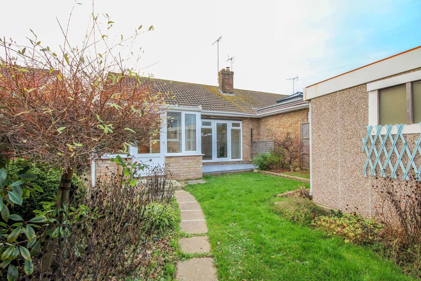 2 bed bungalow for sale in Ashurst Way COMP July 2019 4