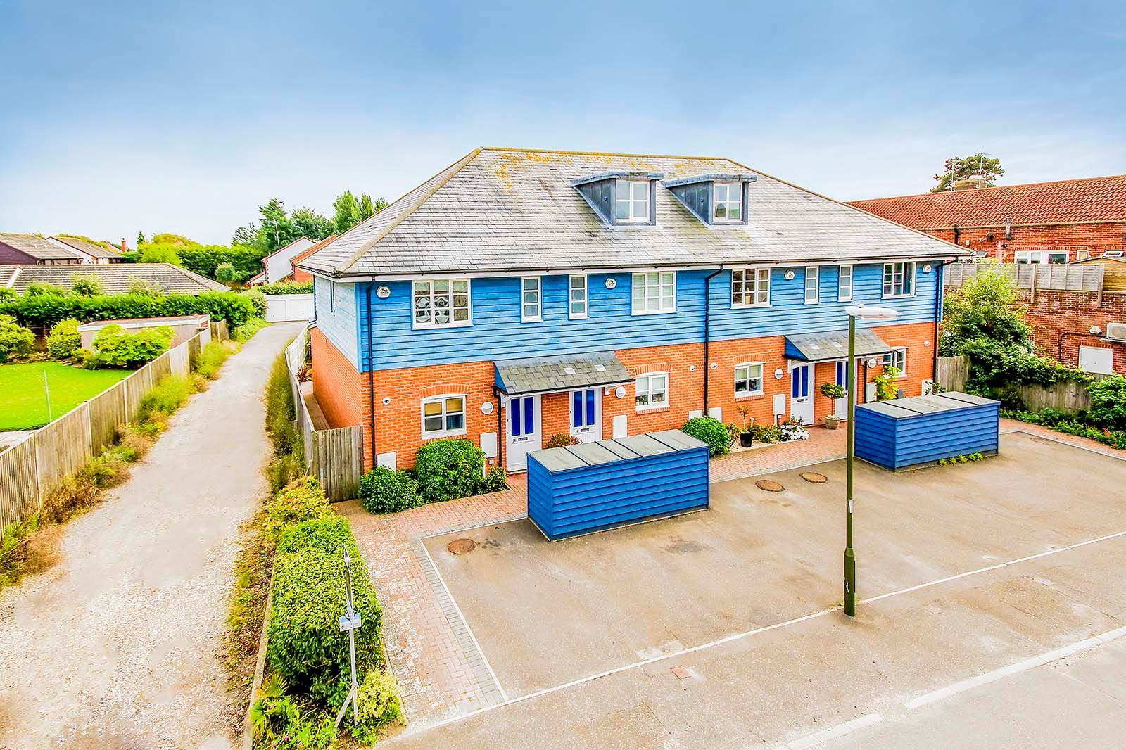 3 bed house to rent in Beechlands Close - Property Image 1