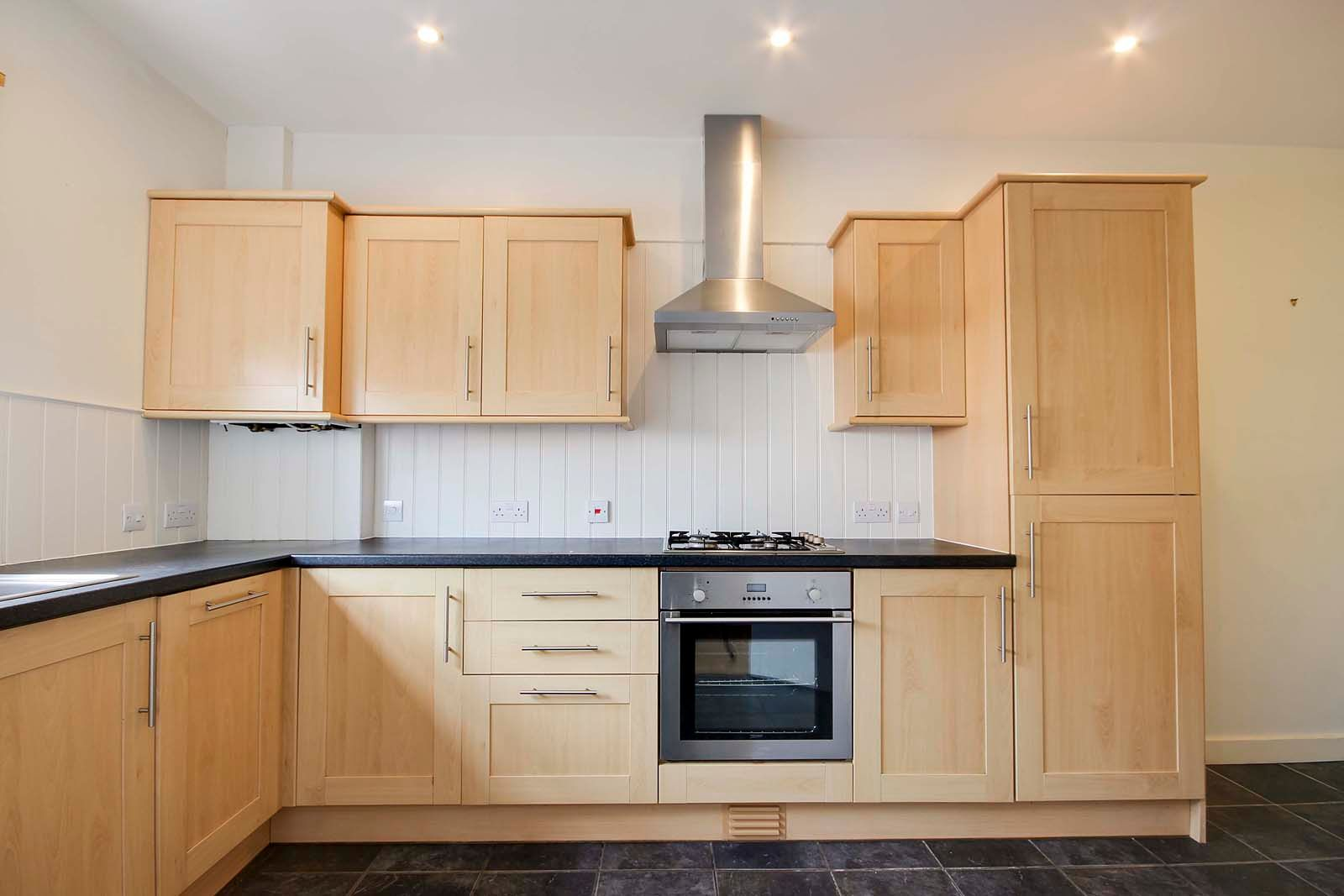 3 bed house to rent in Beechlands Close 3