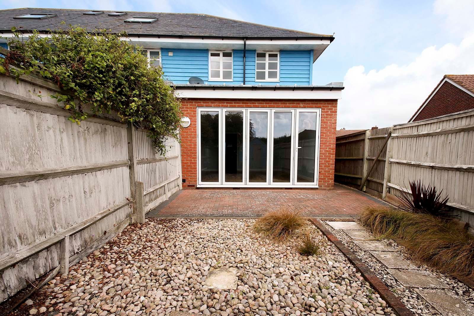 3 bed house to rent in Beechlands Close 5