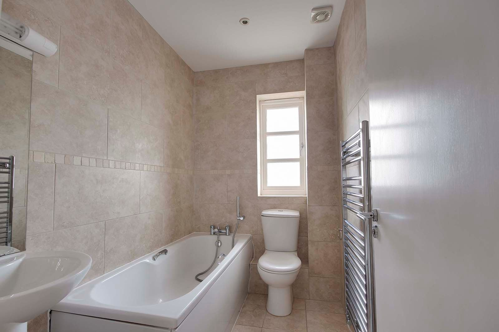 3 bed house to rent in Beechlands Close 7