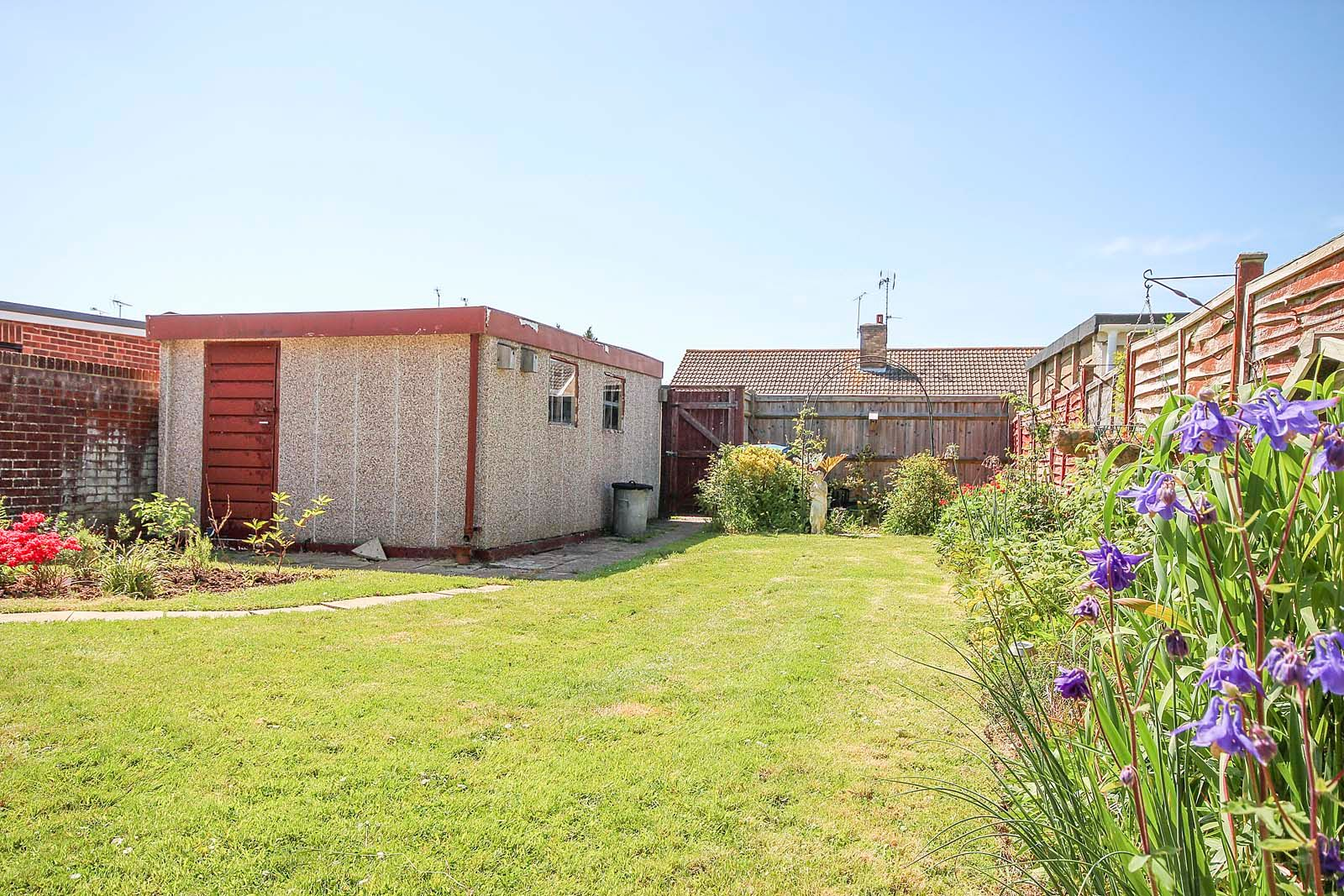 2 bed bungalow for sale in Ashurst Way 2