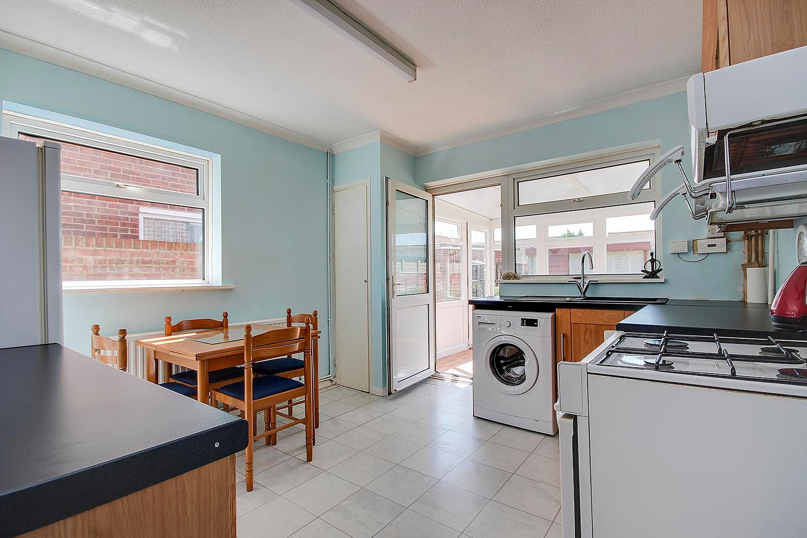 2 bed bungalow for sale in Ashurst Way 3
