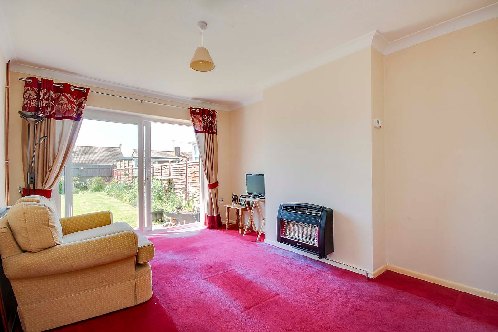 2 bed bungalow for sale in Ashurst Way 5