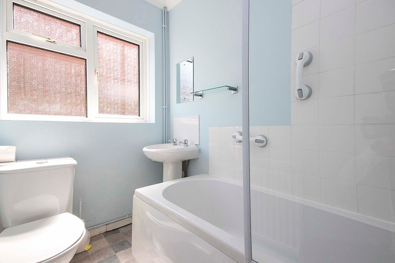 2 bed bungalow for sale in Ashurst Way  - Property Image 8
