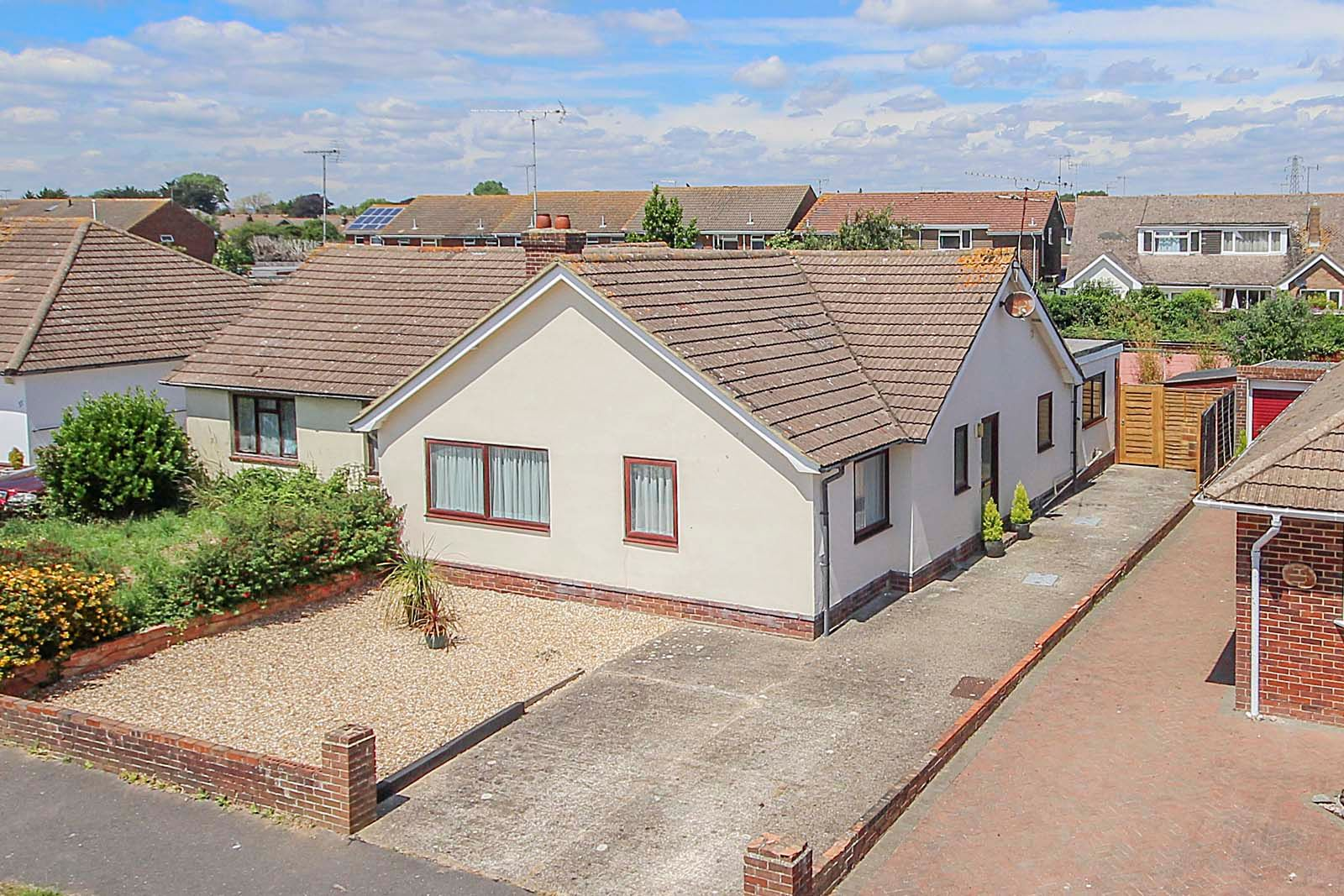 2 bed bungalow for sale in Russells Close  - Property Image 1