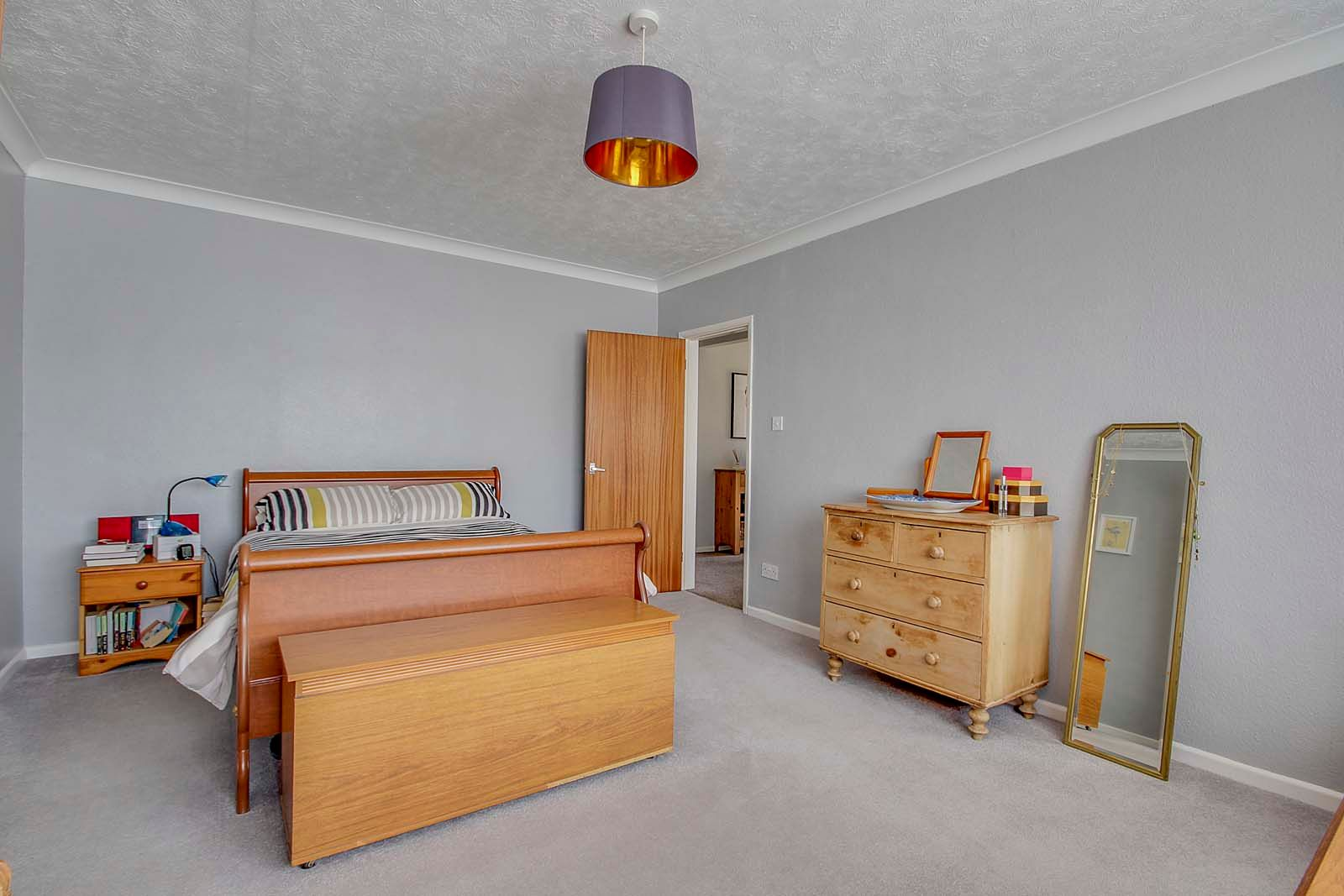 2 bed bungalow for sale in Russells Close 4