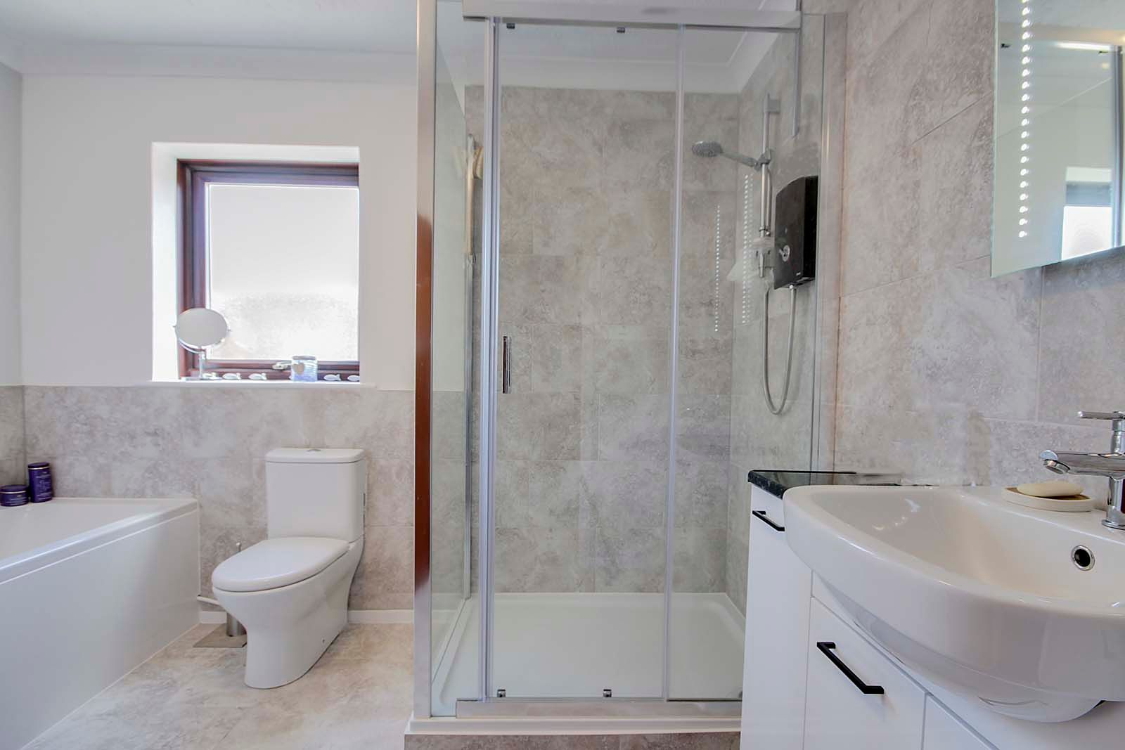 2 bed bungalow for sale in Russells Close 7