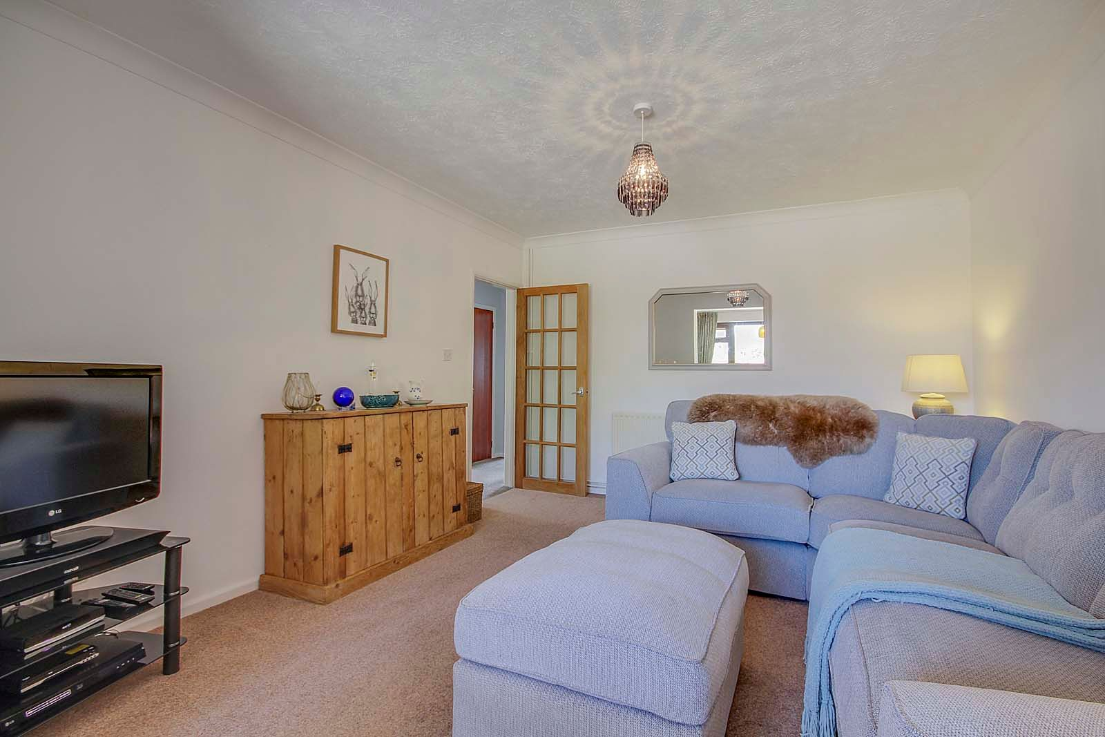2 bed bungalow for sale in Russells Close 8
