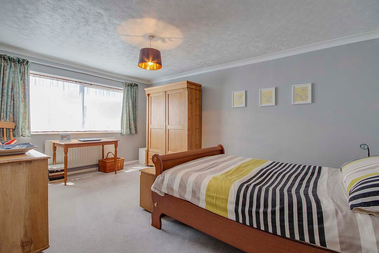 2 bed bungalow for sale in Russells Close 10