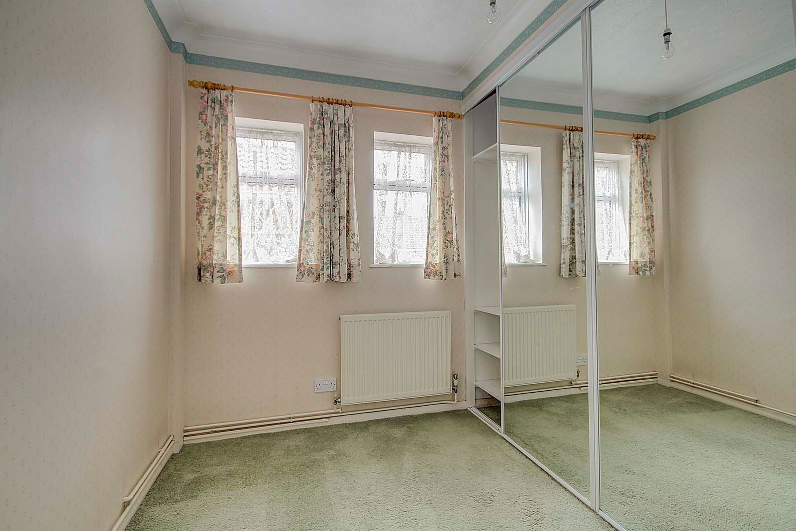 3 bed bungalow for sale in Melrose Close 10