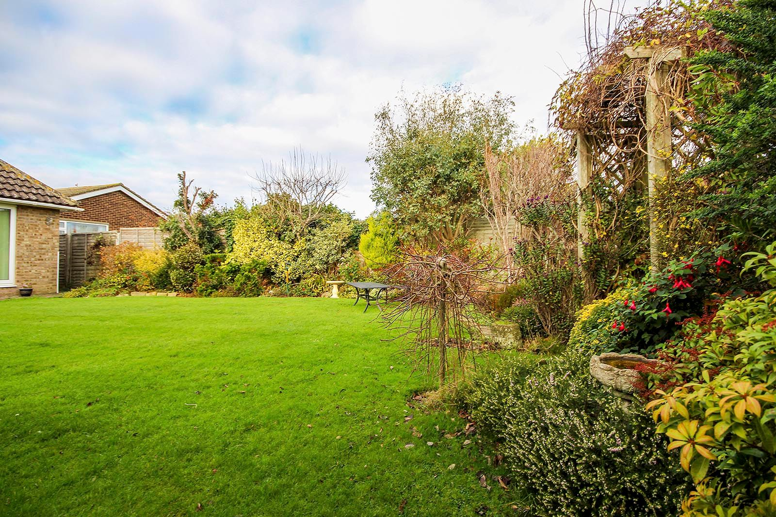 2 bed bungalow for sale in Banstead Close COMP AUG 2019 20