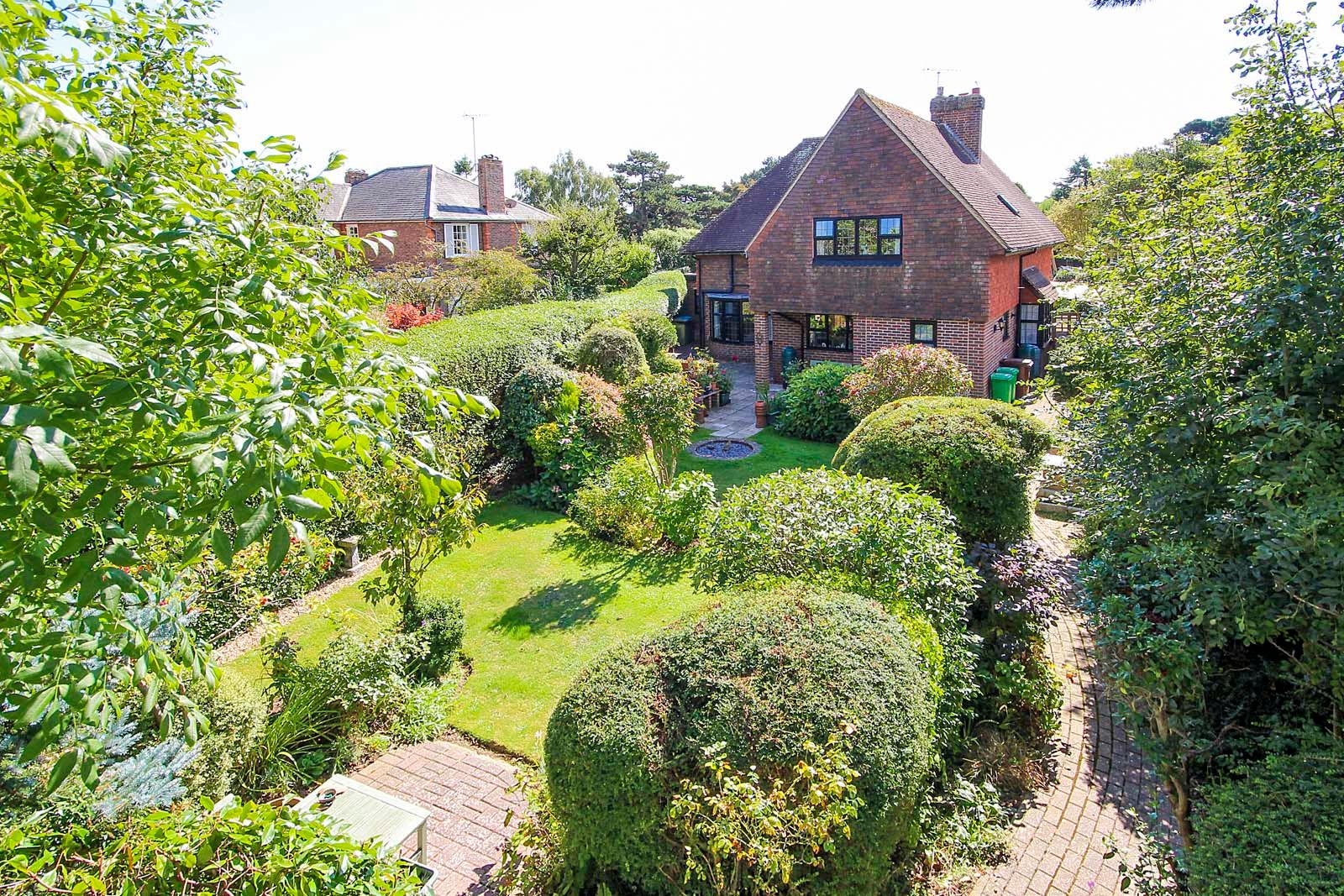 4 bed house for sale in Bushby Avenue  - Property Image 2