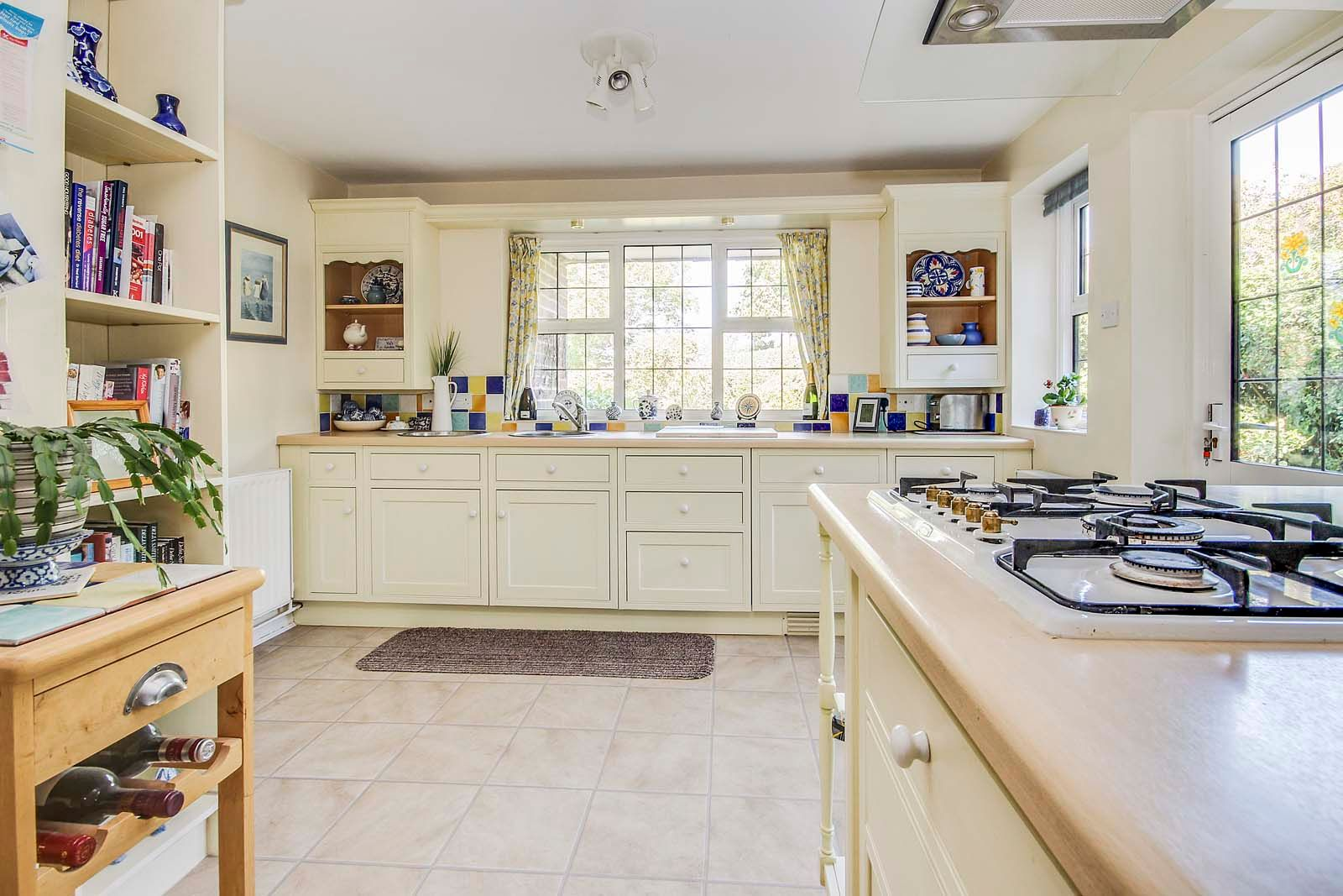 4 bed house for sale in Bushby Avenue  - Property Image 3