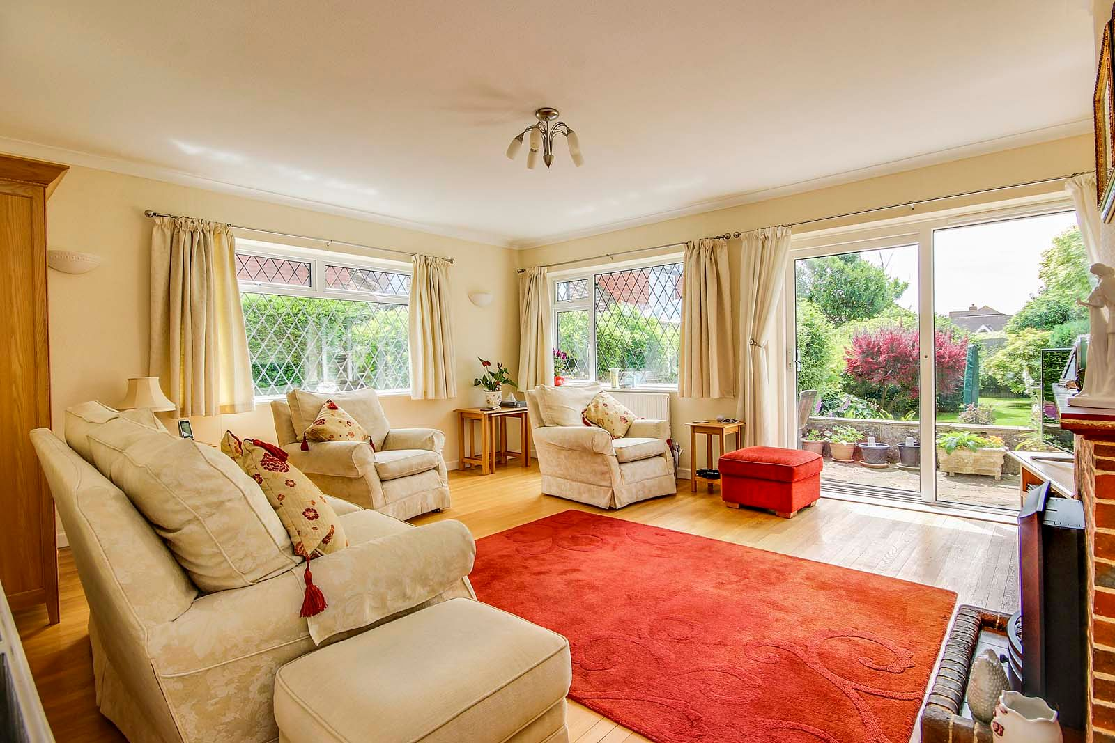 3 bed House for sale in Rustington - Sitting room (Property Image 1)