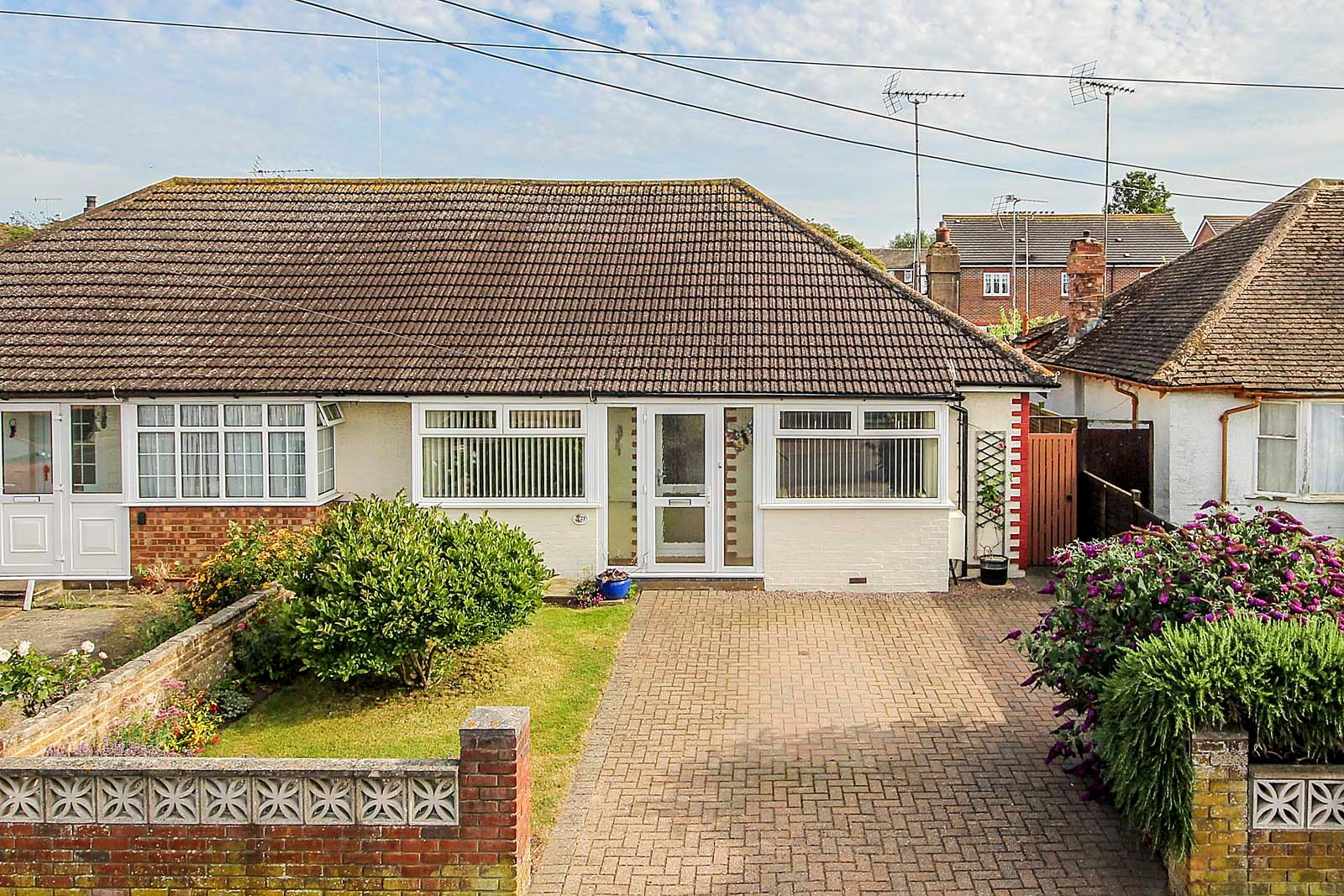 2 bed bungalow for sale in Grand Avenue - Property Image 1