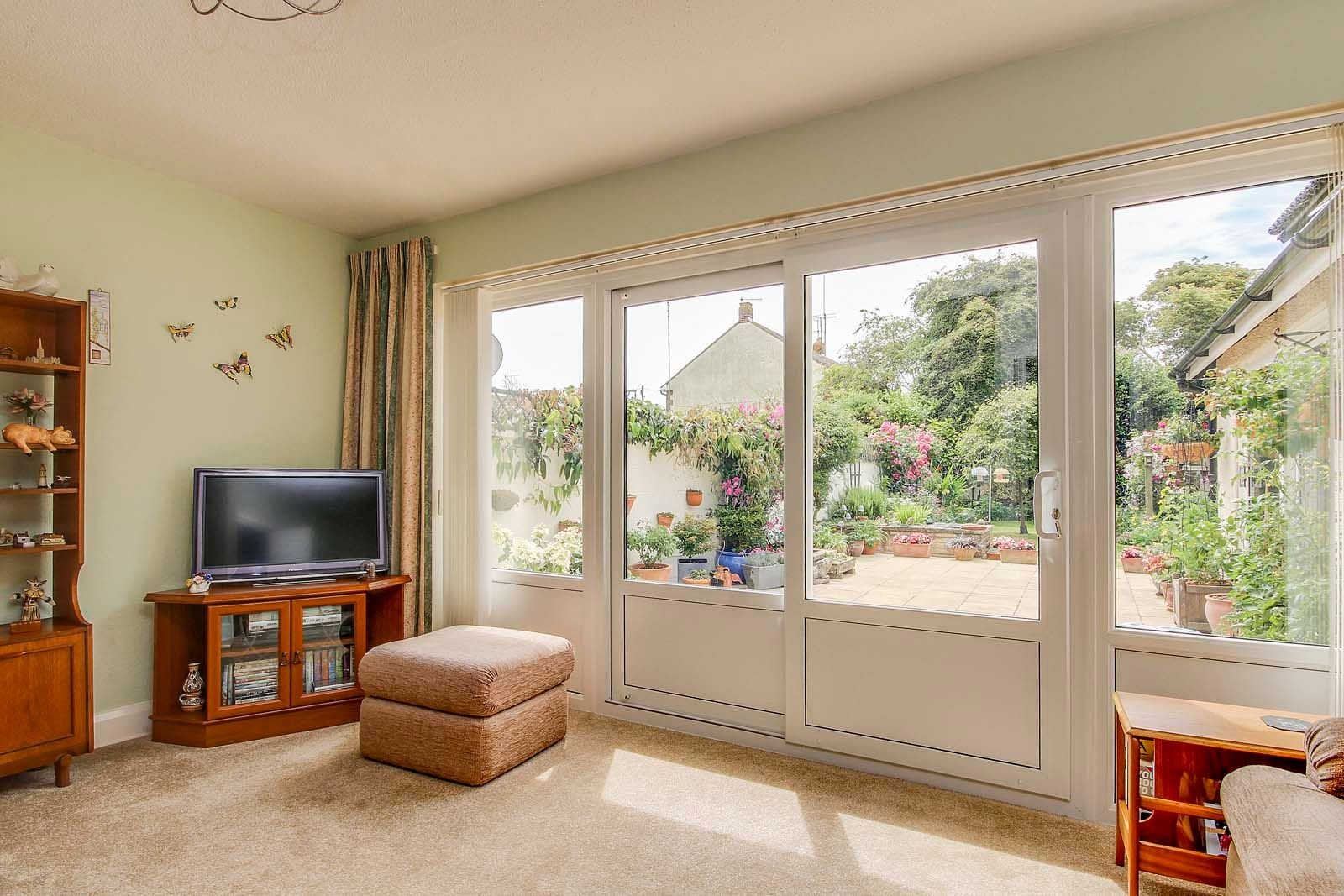 2 bed bungalow for sale in Grand Avenue  - Property Image 11