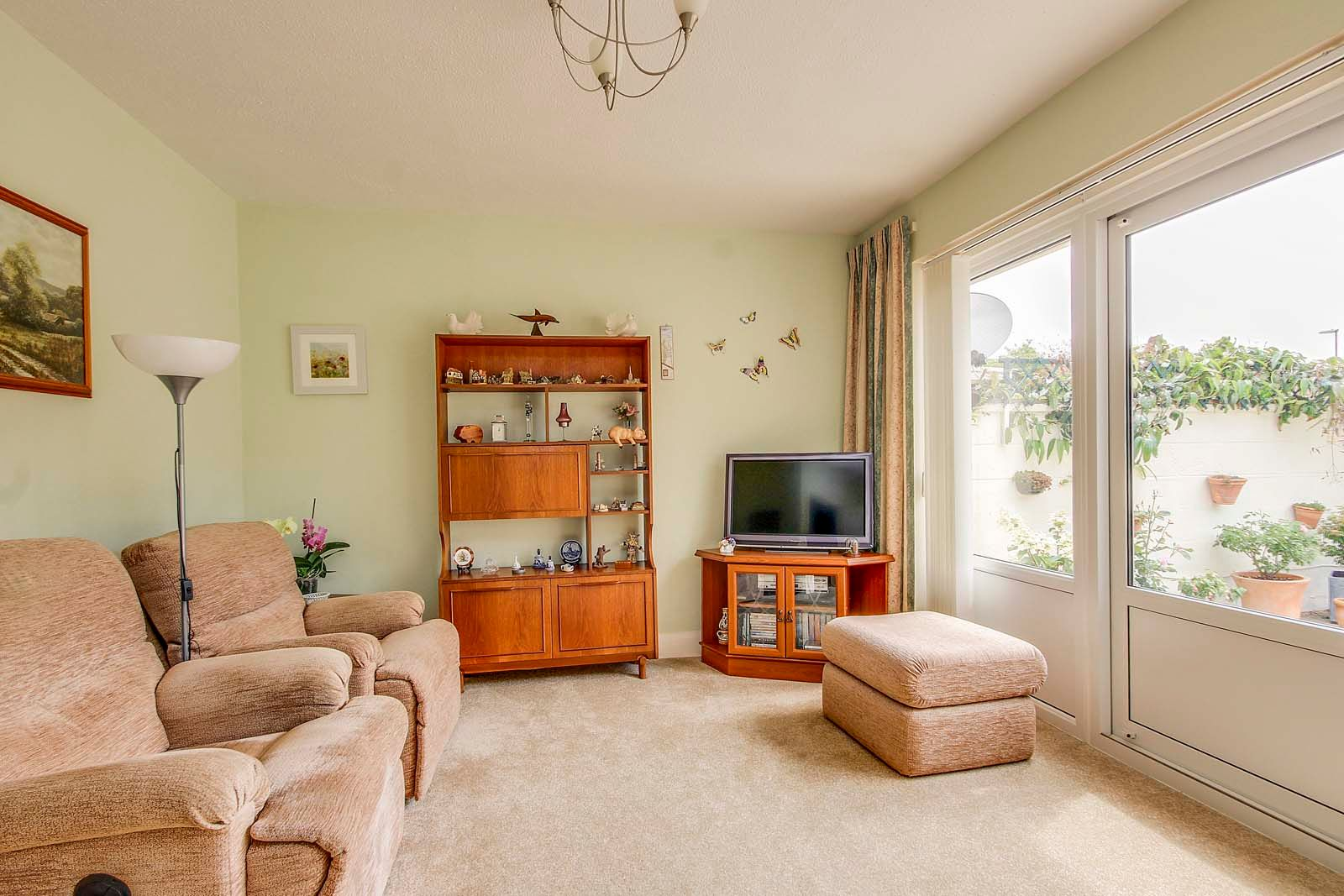 2 bed bungalow for sale in Grand Avenue  - Property Image 5