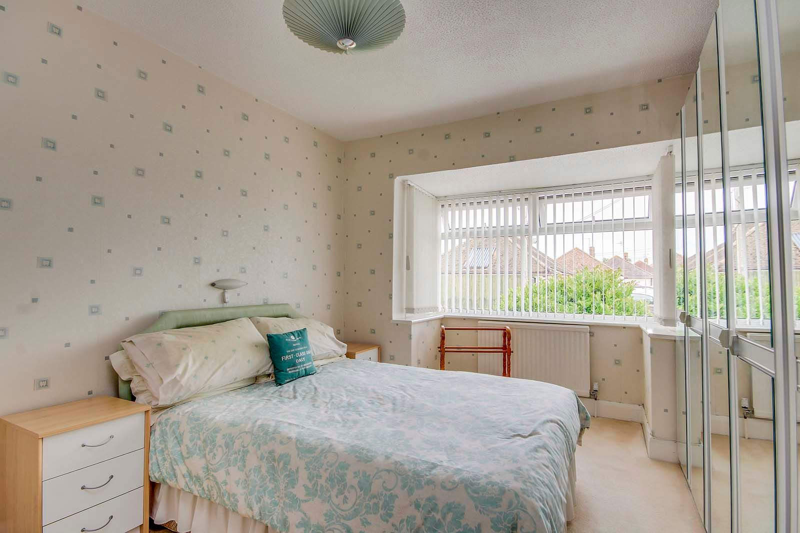 2 bed bungalow for sale in Grand Avenue 6