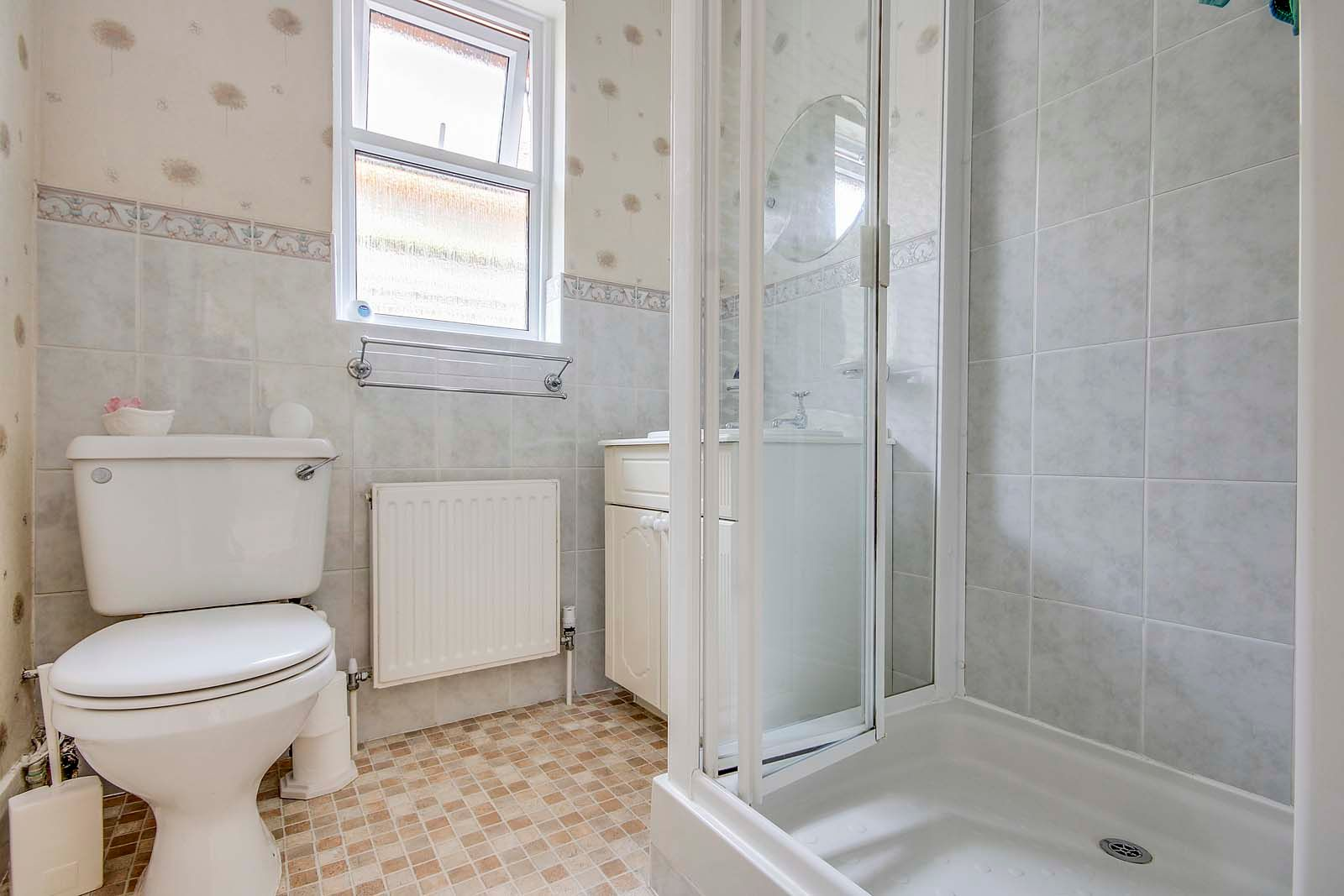 2 bed bungalow for sale in Grand Avenue 7