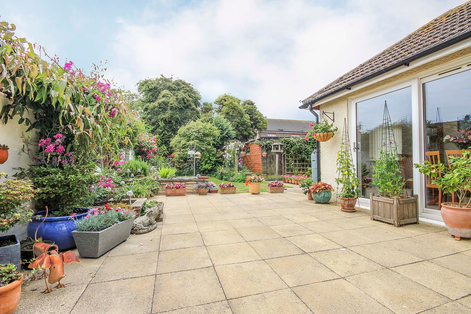 2 bed bungalow for sale in Grand Avenue  - Property Image 8