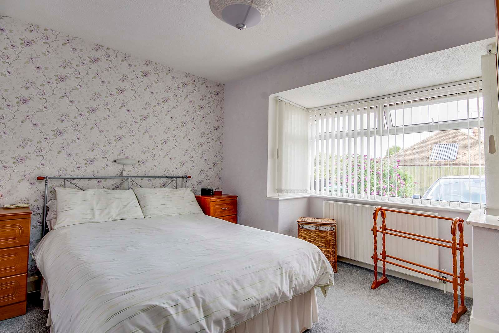 2 bed bungalow for sale in Grand Avenue 10