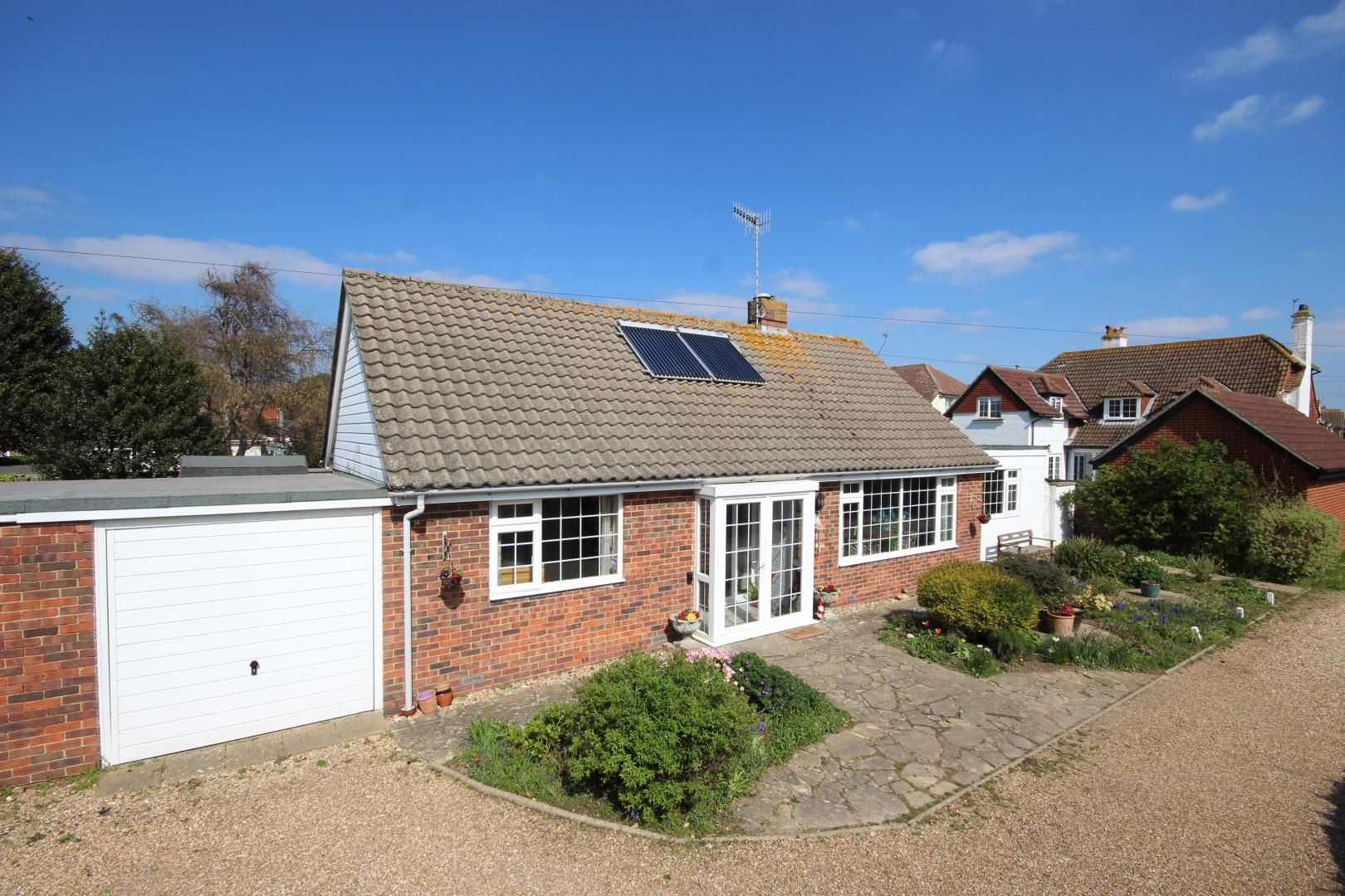 3 bed bungalow for sale in Greenbushes Close - Property Image 1