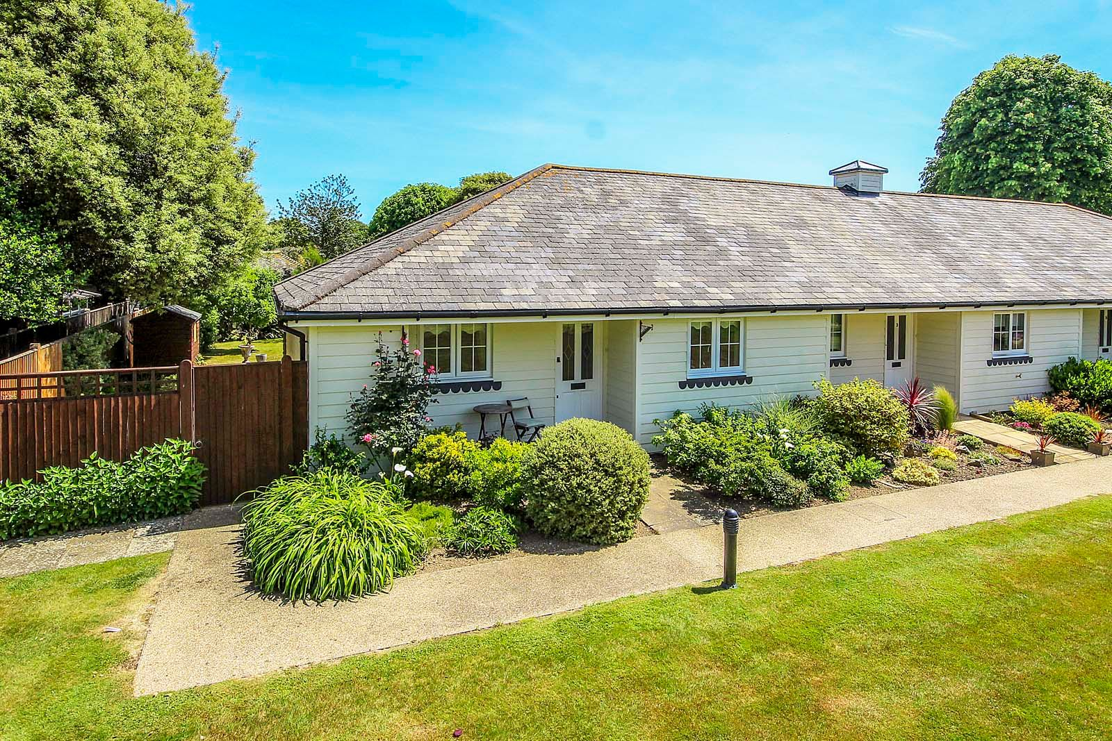 2 bed bungalow for sale in Preston Paddock - Property Image 1
