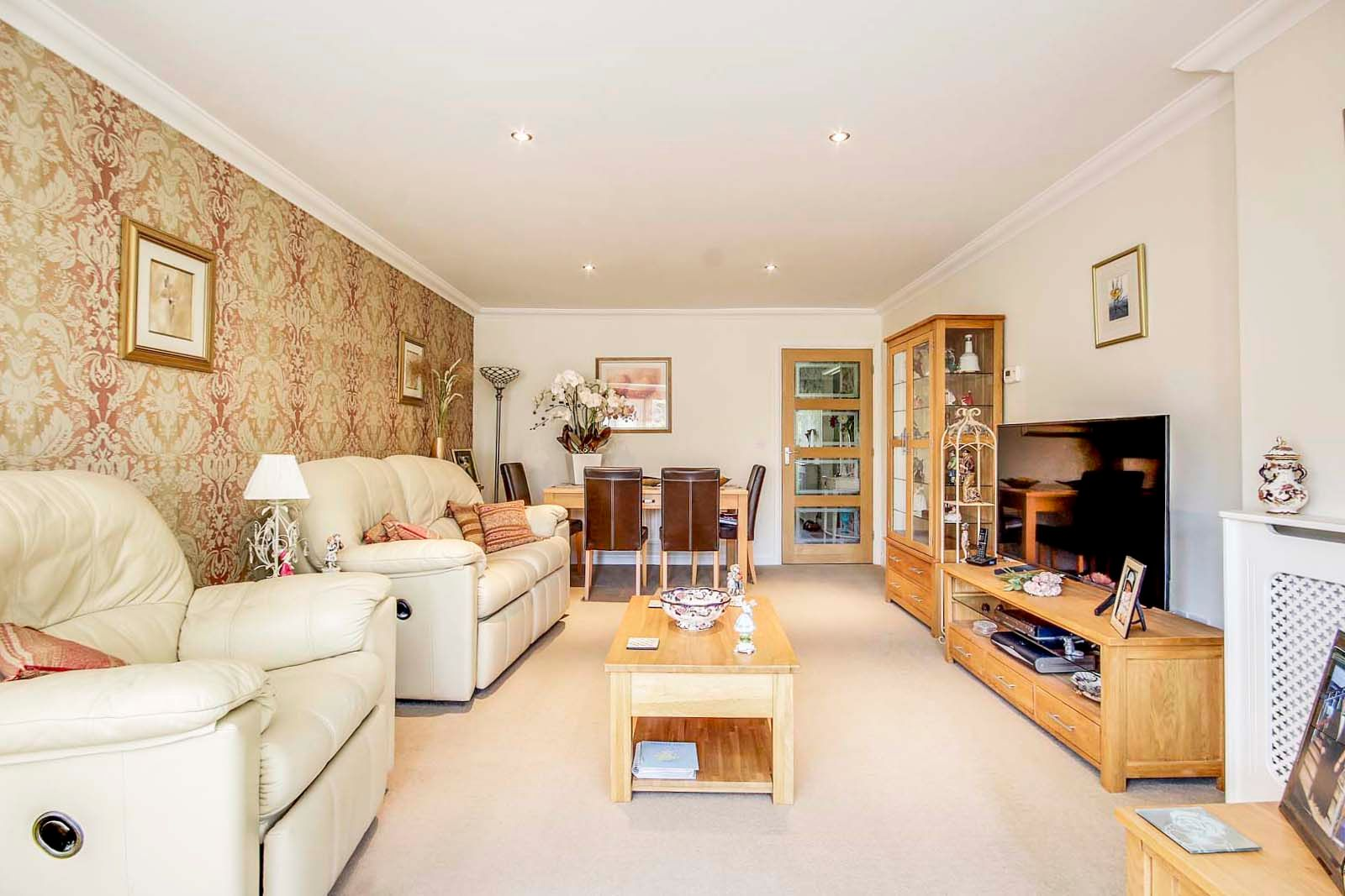 2 bed bungalow for sale in Preston Paddock 2